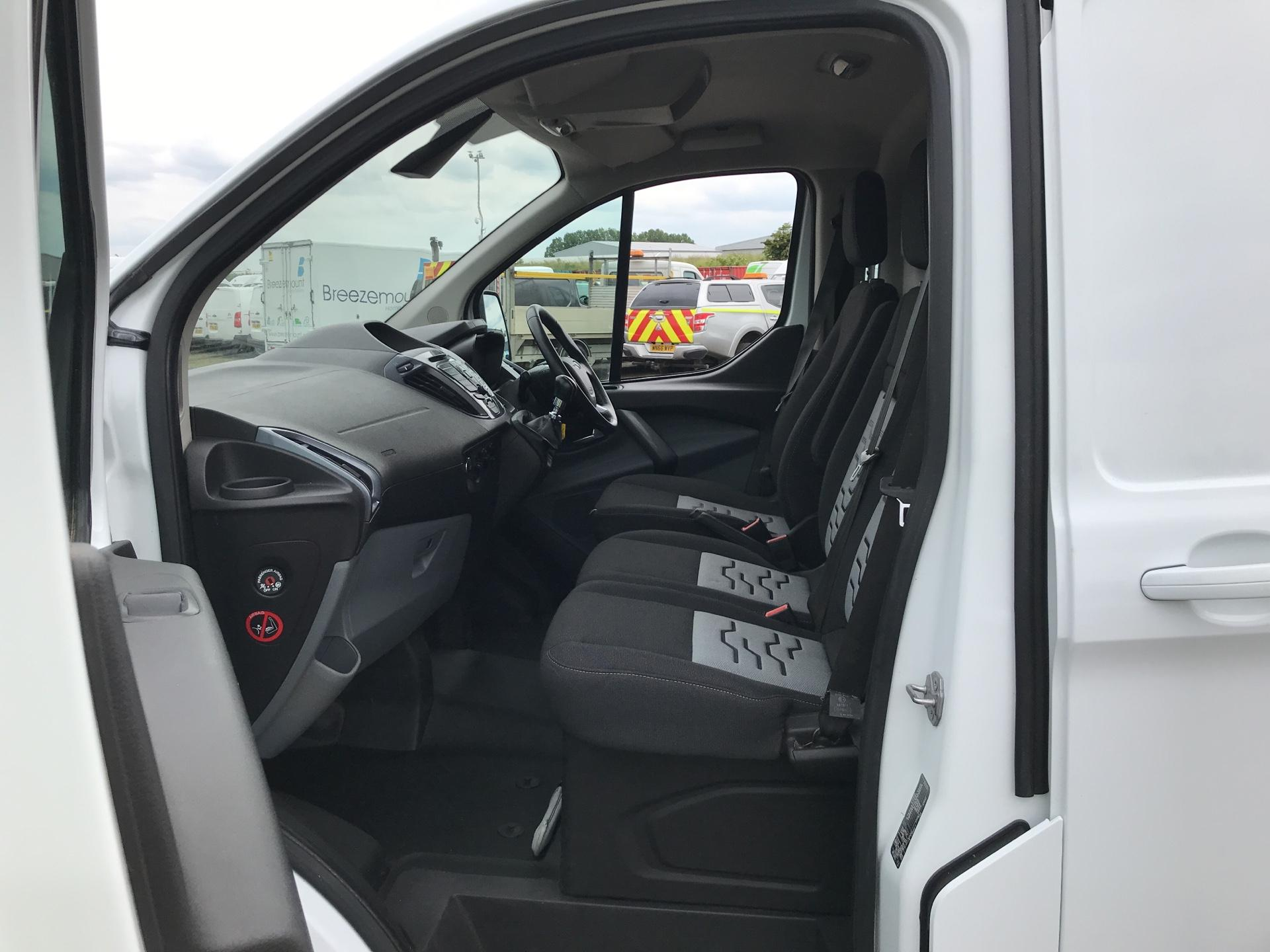 2016 Ford Transit Custom 290 L1 DIESEL FWD 2.2 TDCI 125PS LOW ROOF LIMITED VAN EURO 5 (EA16DWL) Image 14