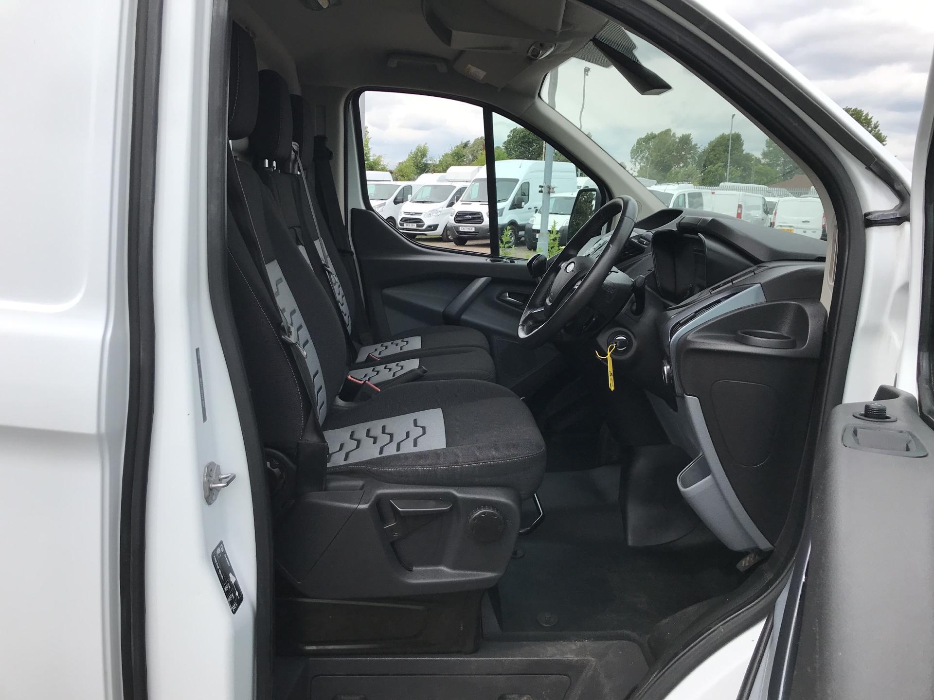 2016 Ford Transit Custom 290 L1 DIESEL FWD 2.2 TDCI 125PS LOW ROOF LIMITED VAN EURO 5 (EA16DWL) Image 9