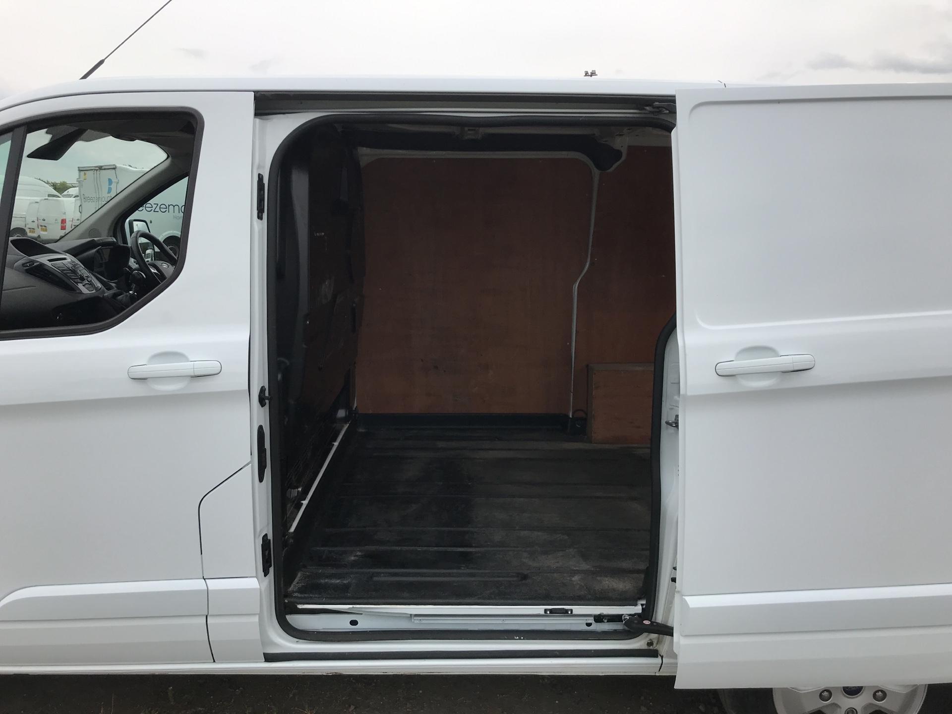 2016 Ford Transit Custom 290 L1 DIESEL FWD 2.2 TDCI 125PS LOW ROOF LIMITED VAN EURO 5 (EA16DWL) Image 15