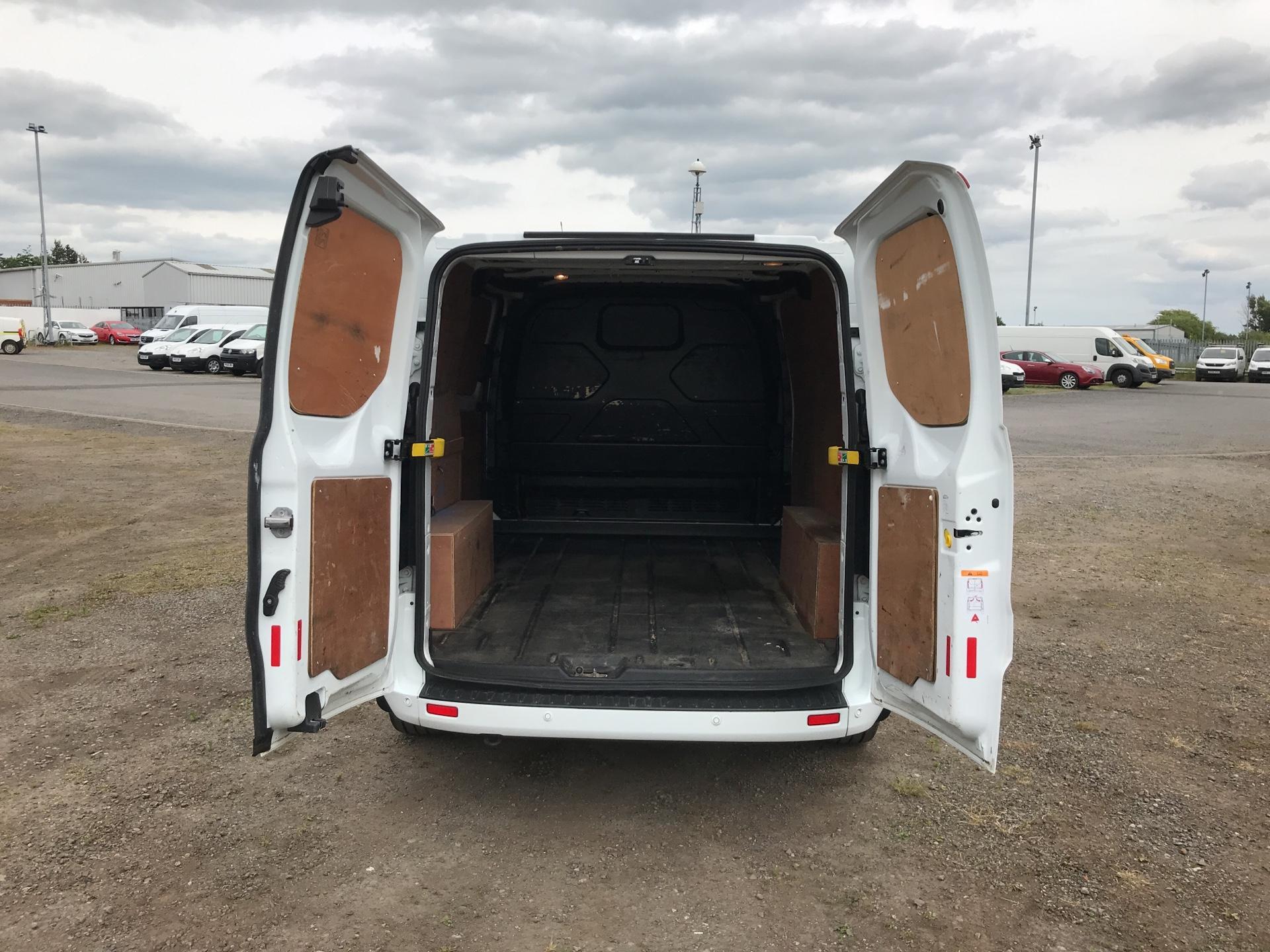 2016 Ford Transit Custom 290 L1 DIESEL FWD 2.2 TDCI 125PS LOW ROOF LIMITED VAN EURO 5 (EA16DWL) Image 17