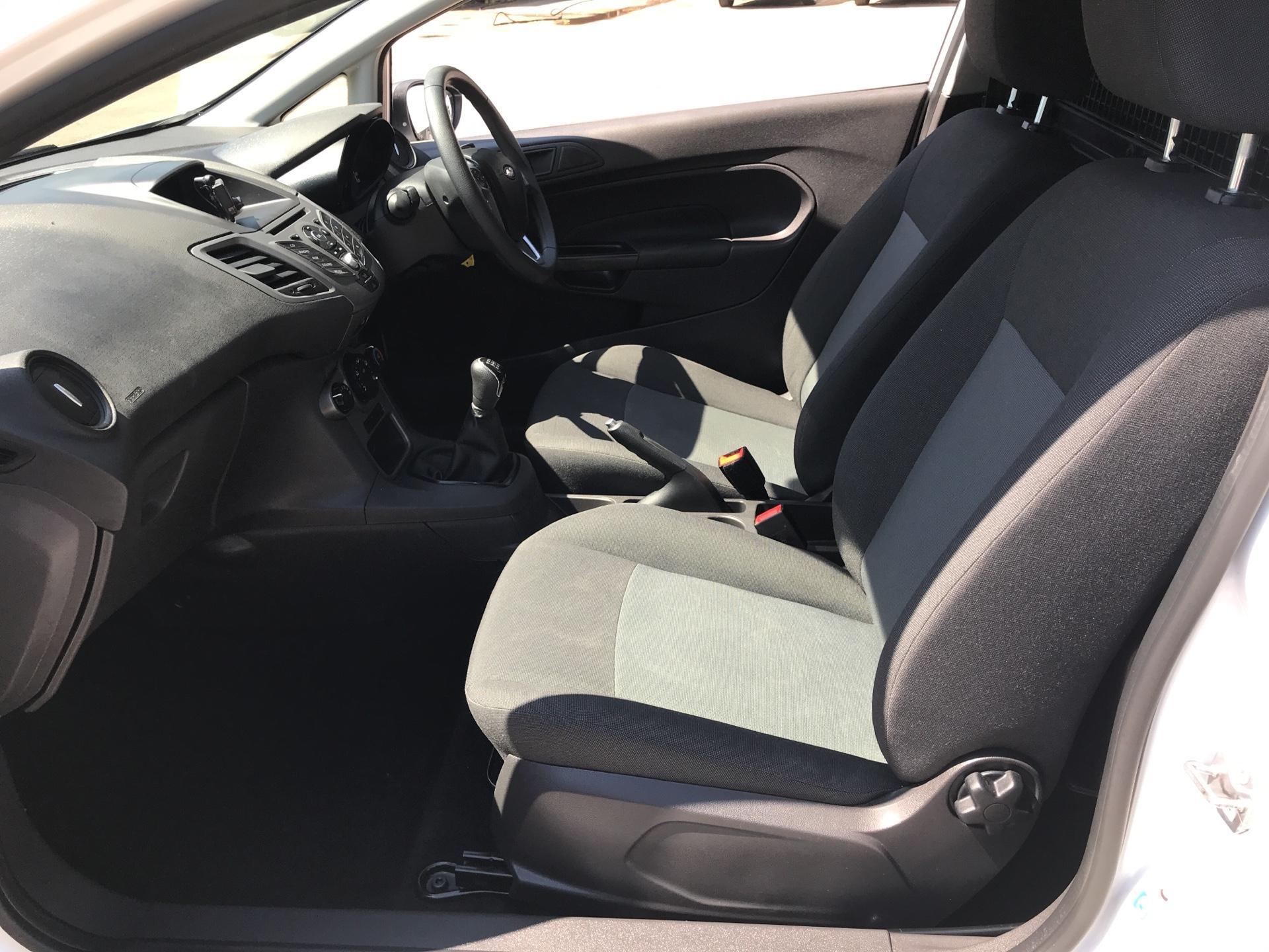 2016 Ford Fiesta DIESEL 1.5 TDCI VAN EURO 5/6 (EF16VZW) Image 14