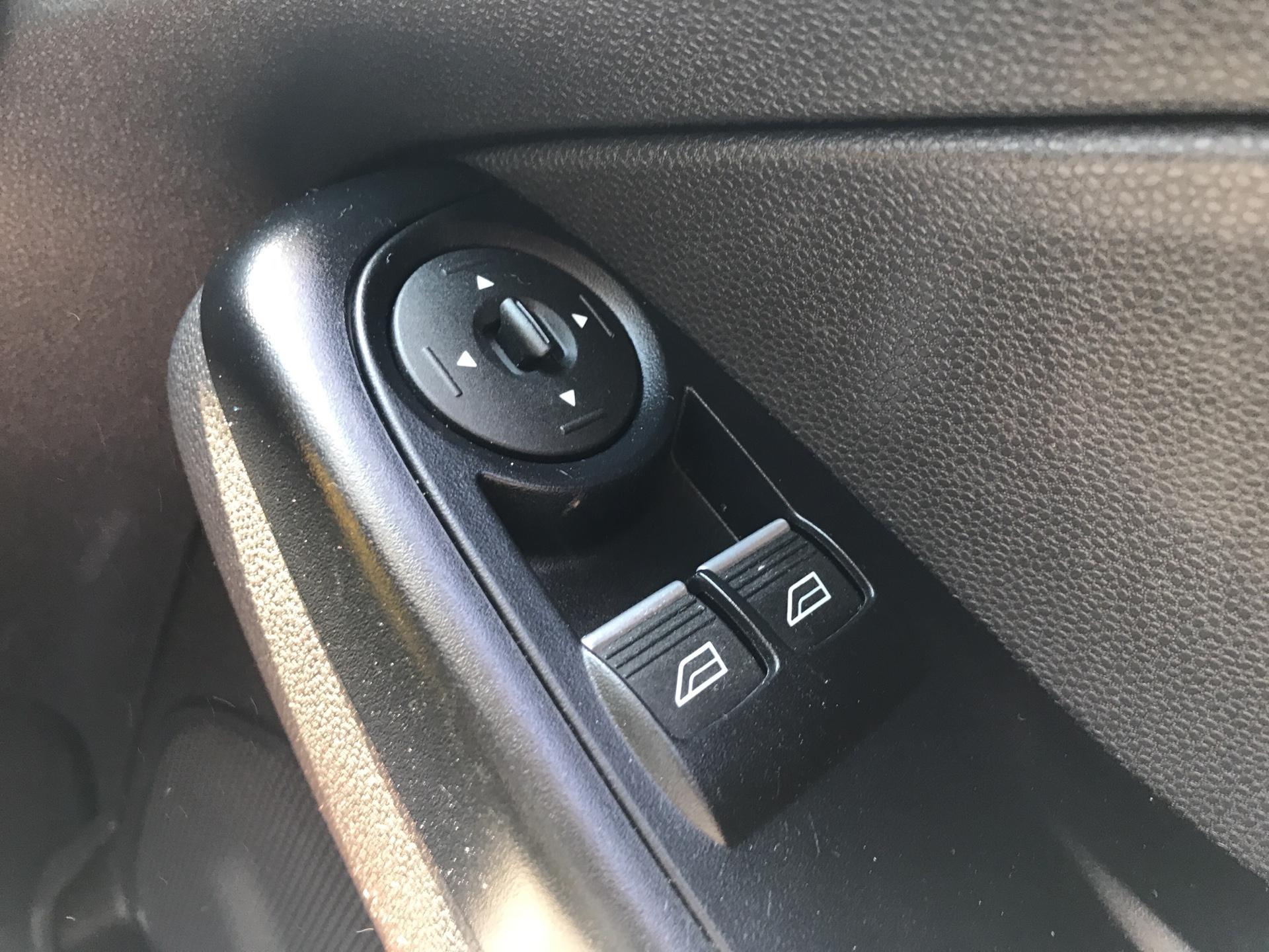 2016 Ford Fiesta DIESEL 1.5 TDCI VAN EURO 5/6 (EF16VZW) Image 16