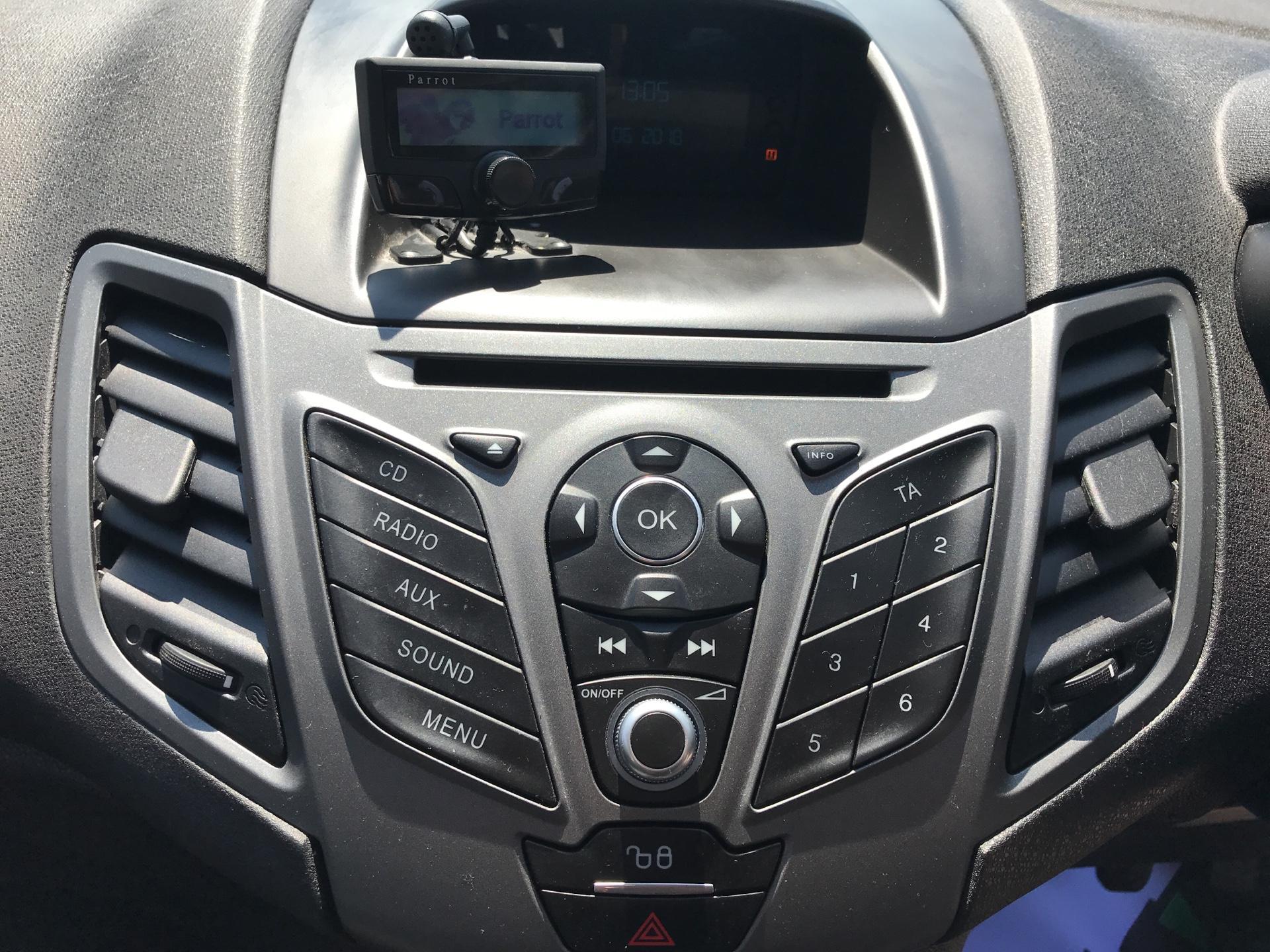 2016 Ford Fiesta DIESEL 1.5 TDCI VAN EURO 5/6 (EF16VZW) Image 10
