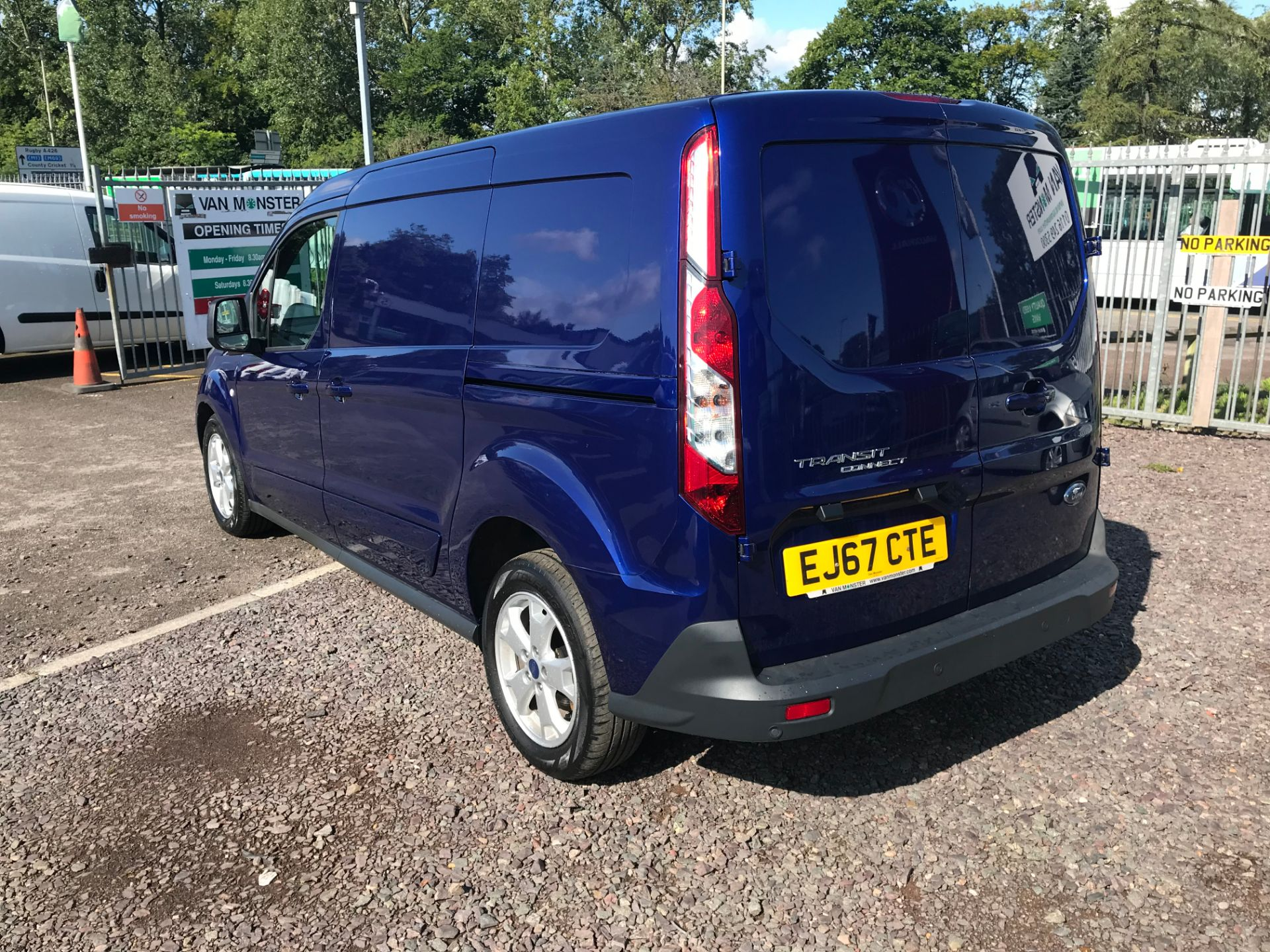 2017 Ford Transit Connect 240 L2 1.6 120PS LIMITED BLUE Euro 5 (EJ67CTE) Image 6