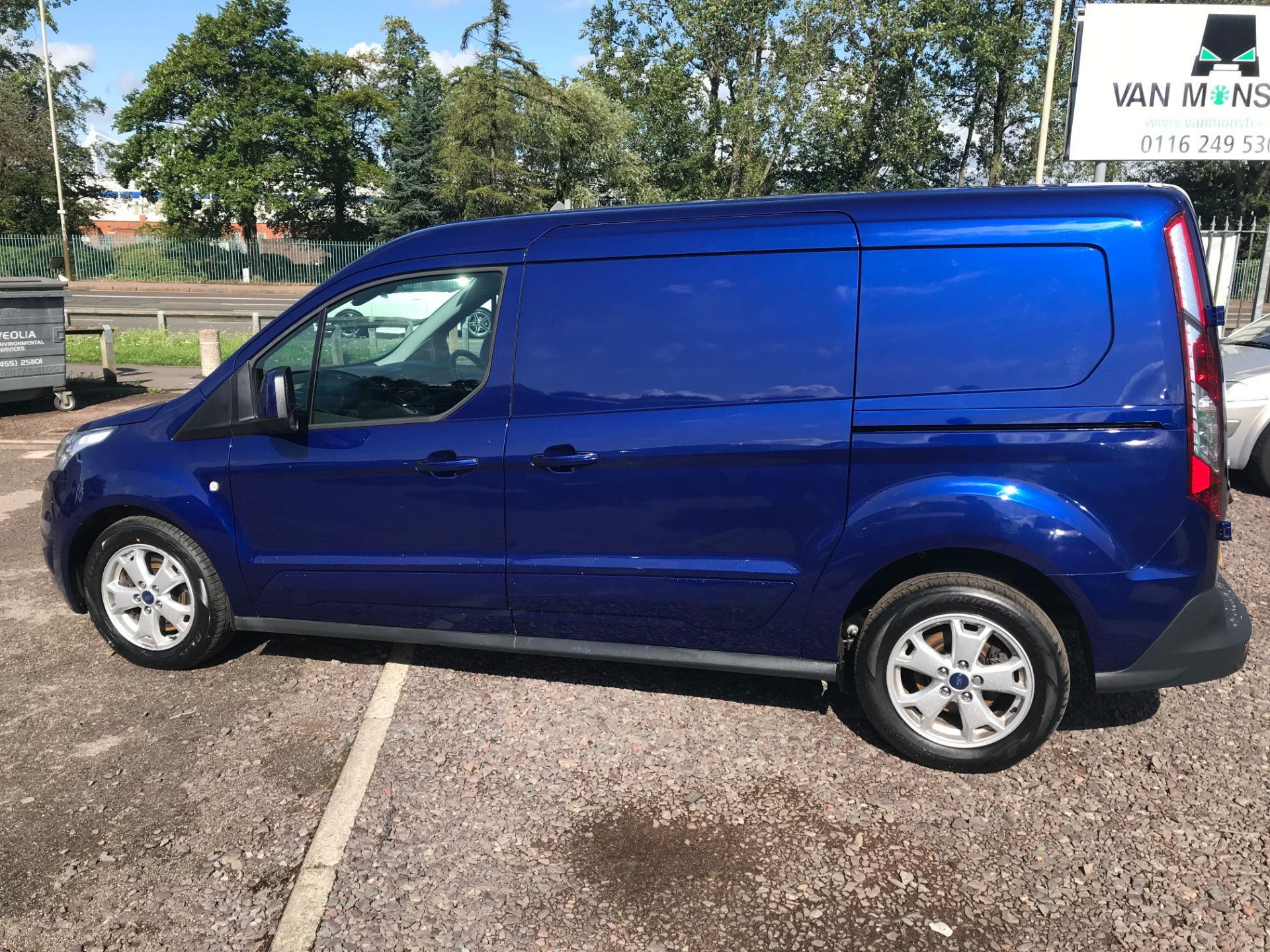2017 Ford Transit Connect 240 L2 1.6 120PS LIMITED BLUE Euro 5 (EJ67CTE) Image 7