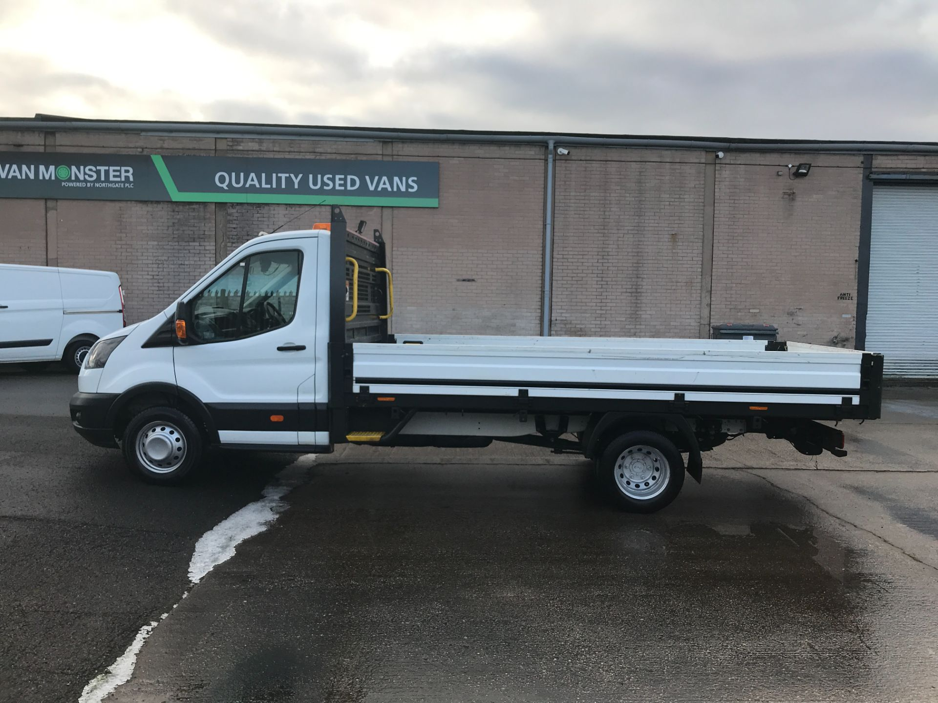 2017 Ford Transit T350 13FT SINGLE CAB DROPSIDE 130PS EURO 6 (EO17VFY) Image 11