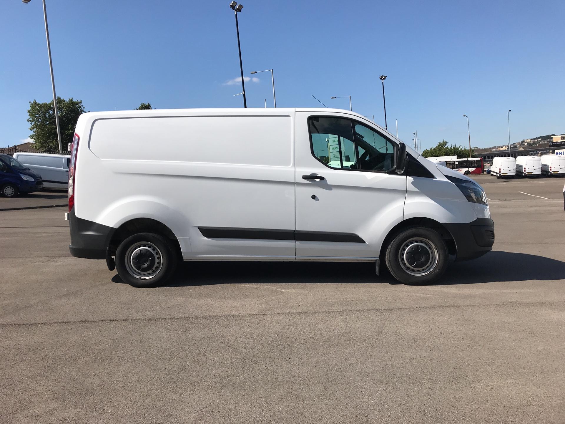 2015 Ford Transit Custom DIESEL L1 FWD 2.2 TDCI 100PS LOW ROOF VAN EURO 5 (EO65OLV) Image 2