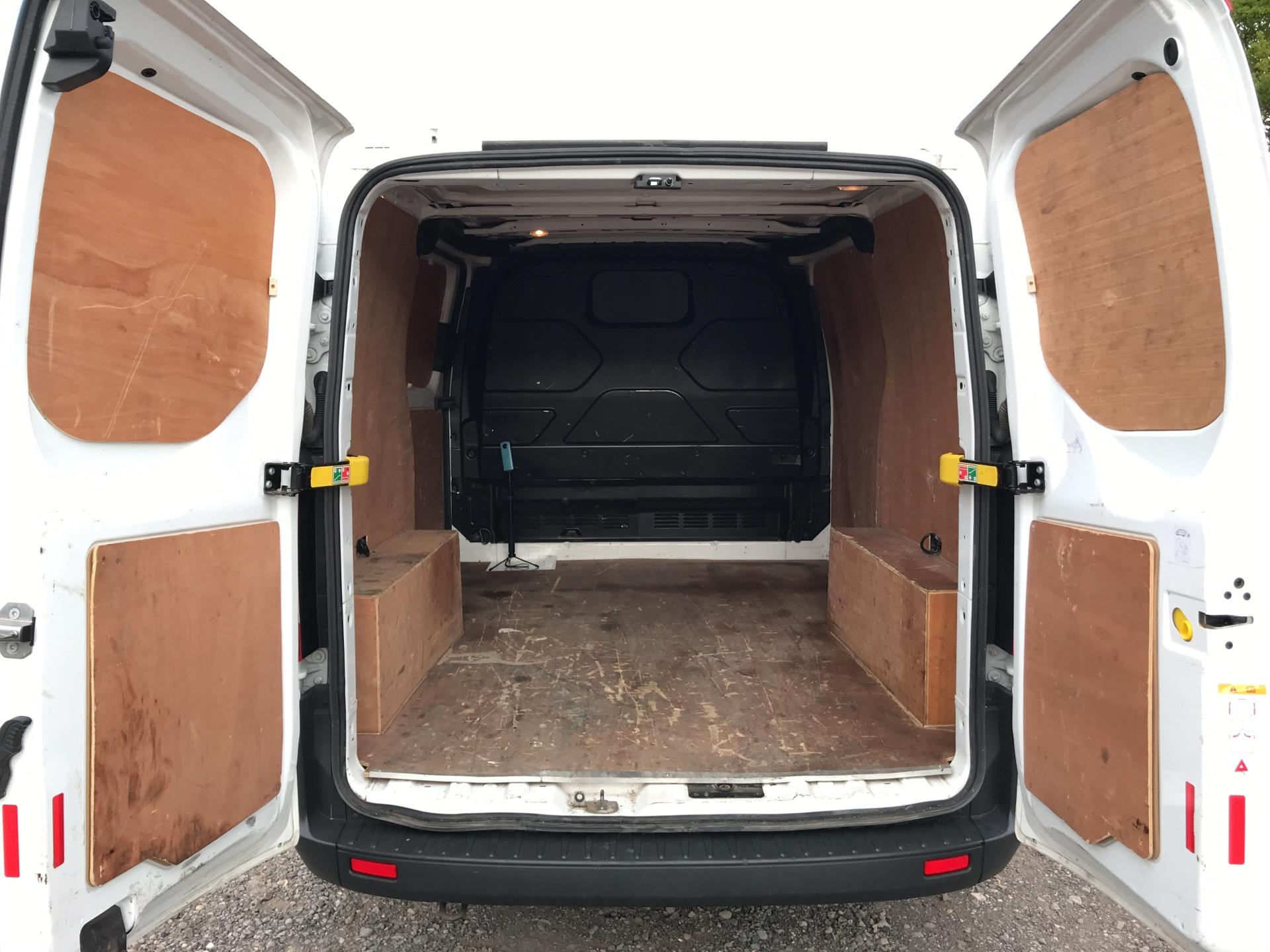 2016 Ford Transit Custom 290 L1 DIESEL FWD 2.2 TDCI 100PS LOW ROOF VAN EURO 5 (FA16UOE) Thumbnail 16