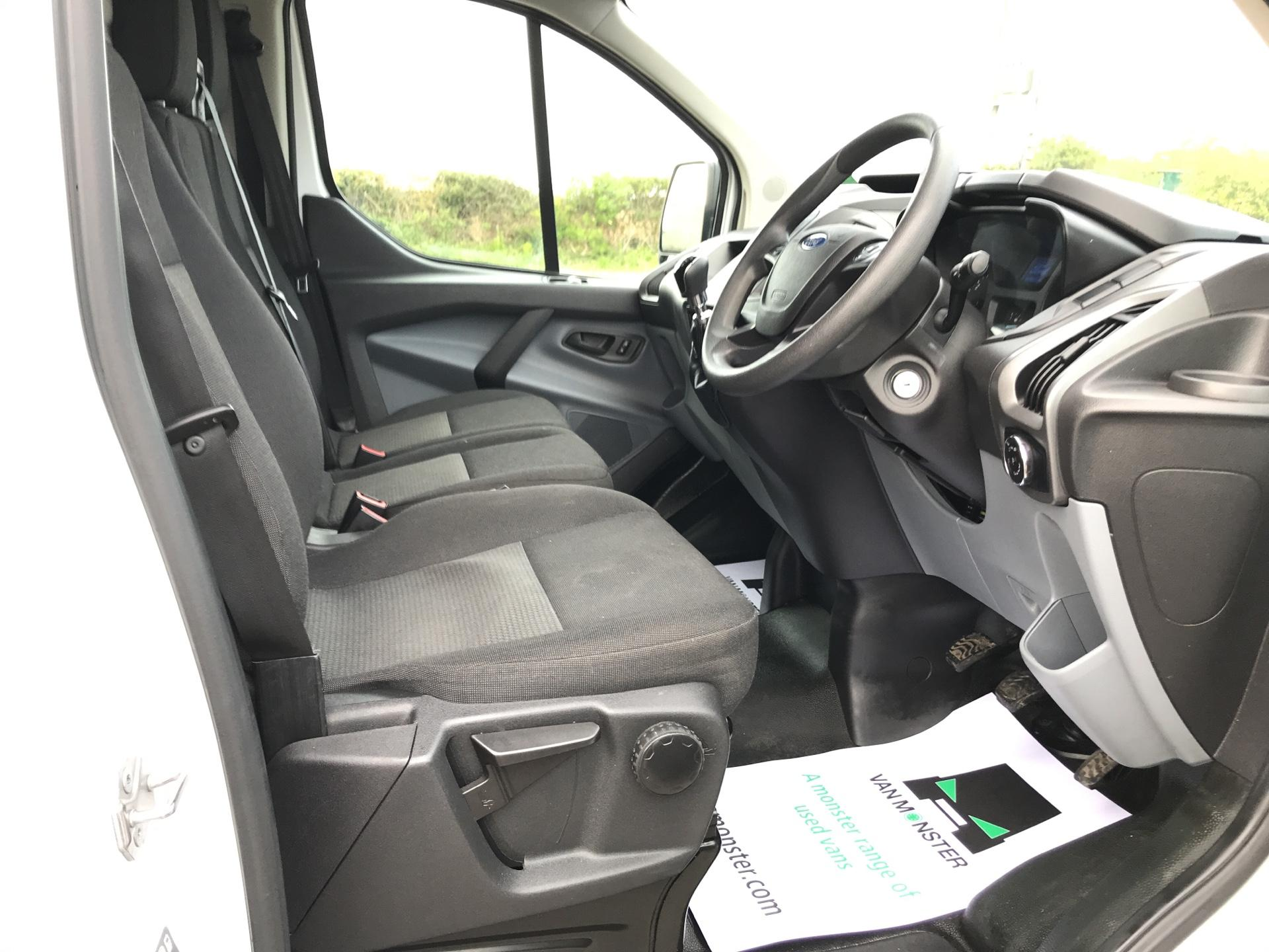2016 Ford Transit Custom 290 L1 DIESEL FWD 2.2 TDCI 100PS LOW ROOF VAN EURO 5 (FA16UOE) Thumbnail 9