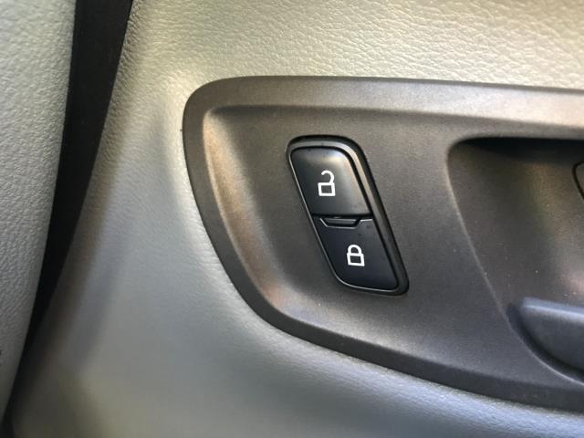 2017 Ford Transit Custom  290 L1 2.0TDCI 105PS LOW ROOF EURO 6 (FA17NWW) Image 29