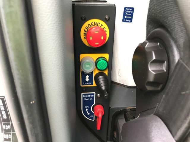 2018 Ford Transit  350 L2 SINGLE CAB TIPPER 130PS EURO 6 (FD18PPO) Image 29