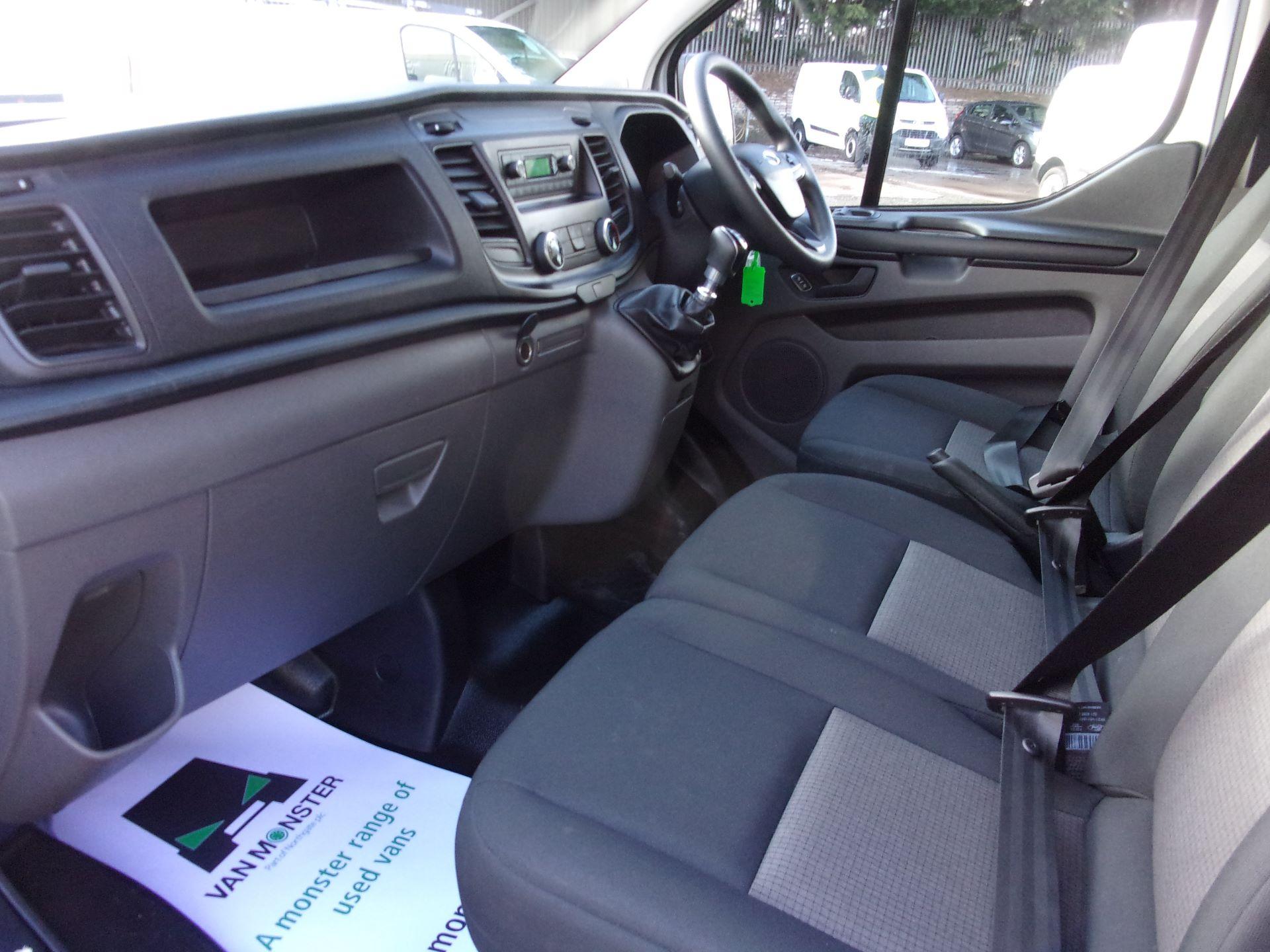 2018 Ford Transit Custom 300 L1 DIESEL FWD 2.0 TDCI 105PS LOW ROOF VAN EURO 6 (FD18VZC) Image 13