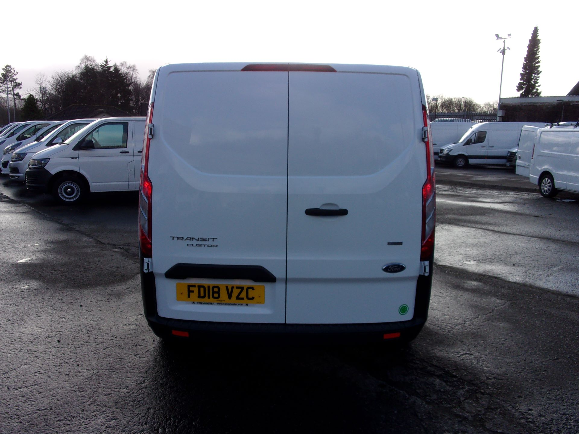 2018 Ford Transit Custom 300 L1 DIESEL FWD 2.0 TDCI 105PS LOW ROOF VAN EURO 6 (FD18VZC) Image 10