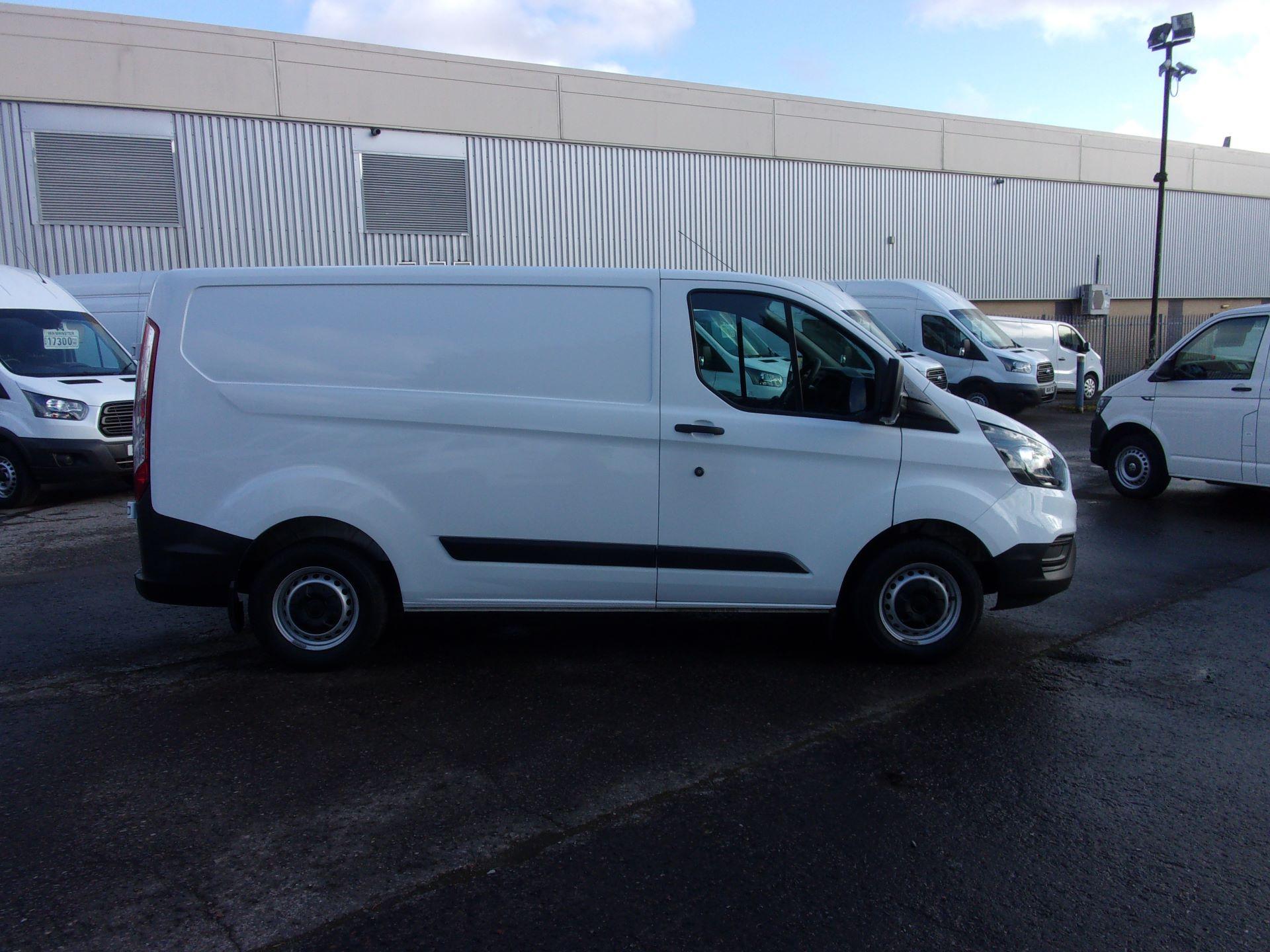 2018 Ford Transit Custom 300 L1 DIESEL FWD 2.0 TDCI 105PS LOW ROOF VAN EURO 6 (FD18VZC) Image 8