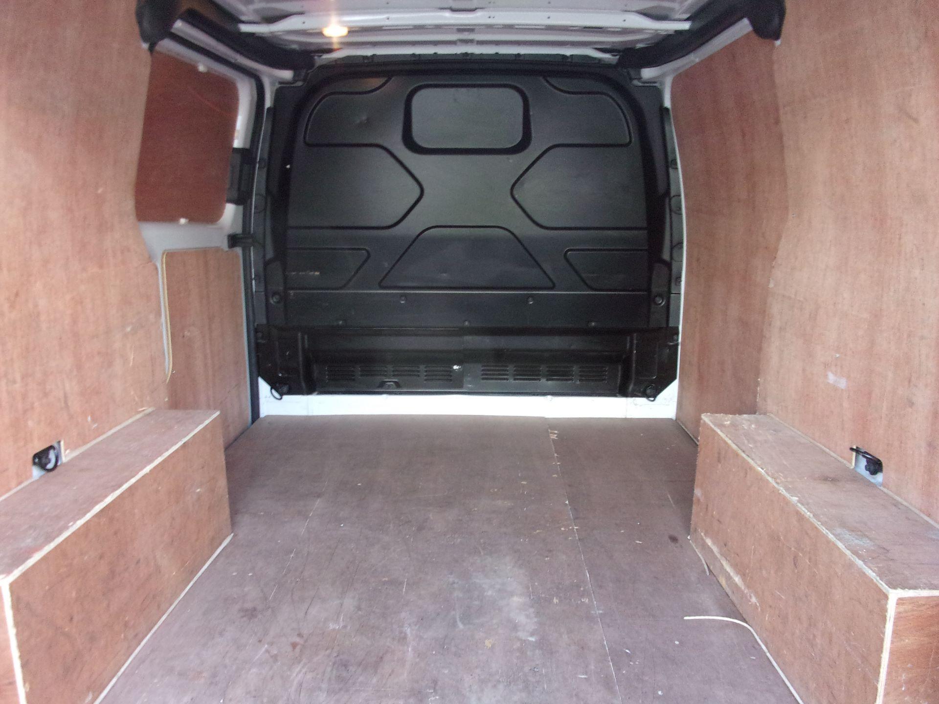 2018 Ford Transit Custom 300 L1 DIESEL FWD 2.0 TDCI 105PS LOW ROOF VAN EURO 6 (FD18VZC) Image 18