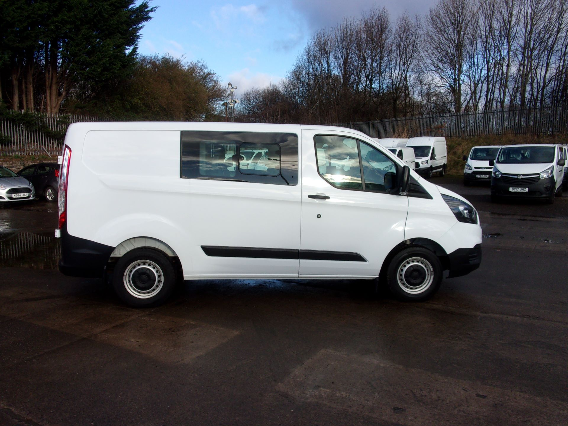 2018 Ford Transit Custom 300 L1 DIESEL FWD 2.0 TDCI 105PS LOW ROOF DOUBLE CAB VAN EURO 6 (FD18WMT) Image 8