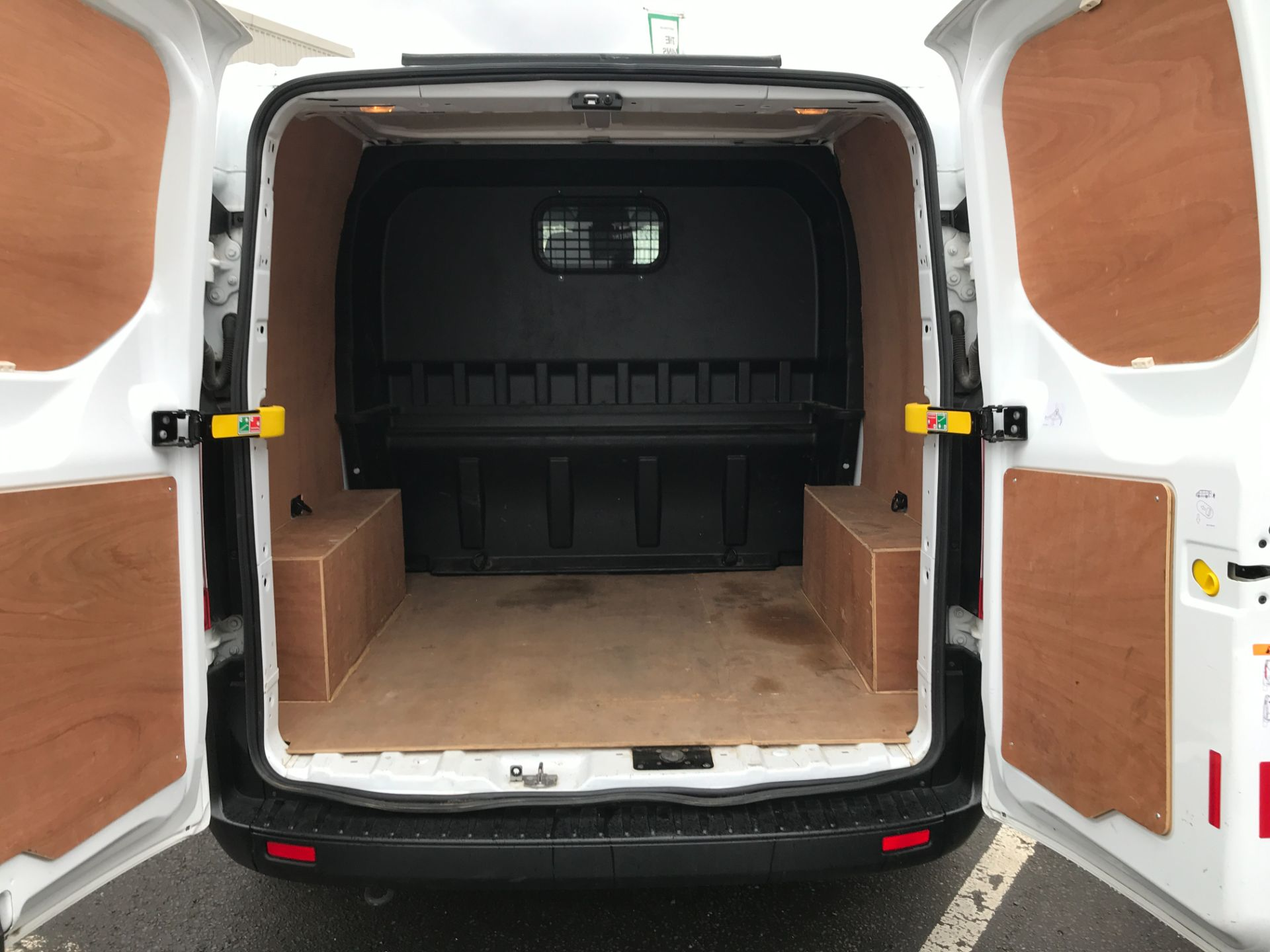 2018 Ford Transit Custom 300 L1 2.0TDCI 105PS LOW ROOF EURO 6 DOUBLE CAB (FD18WRE) Image 10