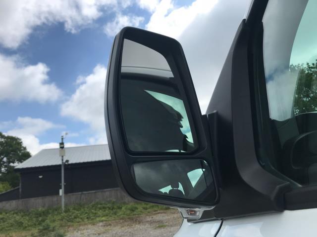 2016 Ford Transit Custom  310  L2  LOW ROOF  KOMBI 130PS EURO 6 (FD66BWJ) Image 14