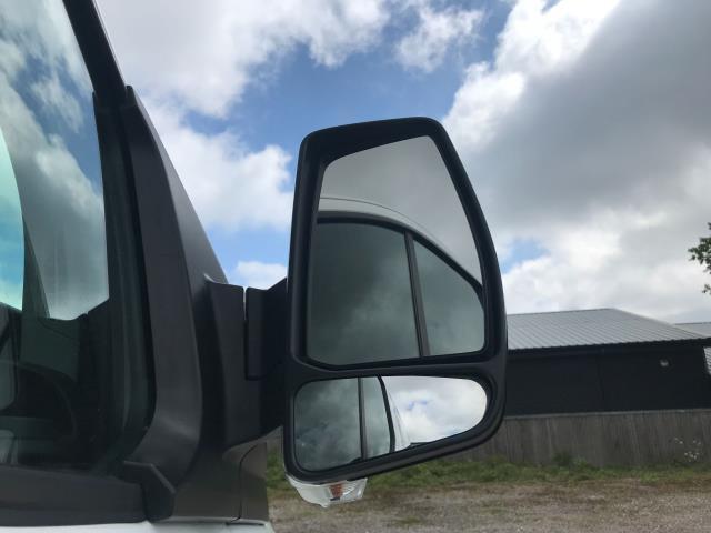 2016 Ford Transit Custom  310  L2  LOW ROOF  KOMBI 130PS EURO 6 (FD66BWJ) Image 13