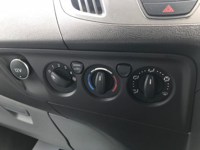 2016 Ford Transit Custom  310  L2  LOW ROOF  KOMBI 130PS EURO 6 (FD66BWJ) Image 31