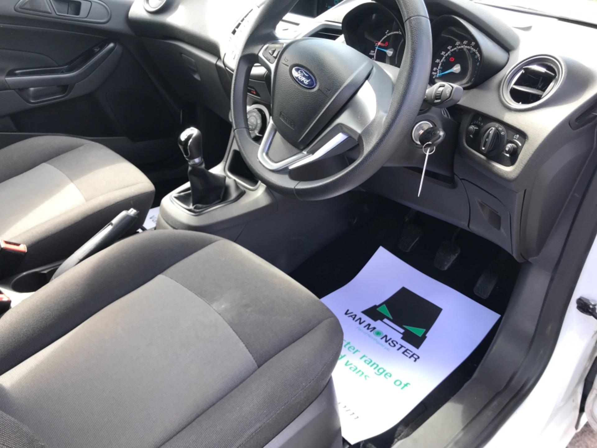 2016 Ford Fiesta  DIESEL 1.5 TDCI VAN EURO 6 (FD66KZX) Image 13