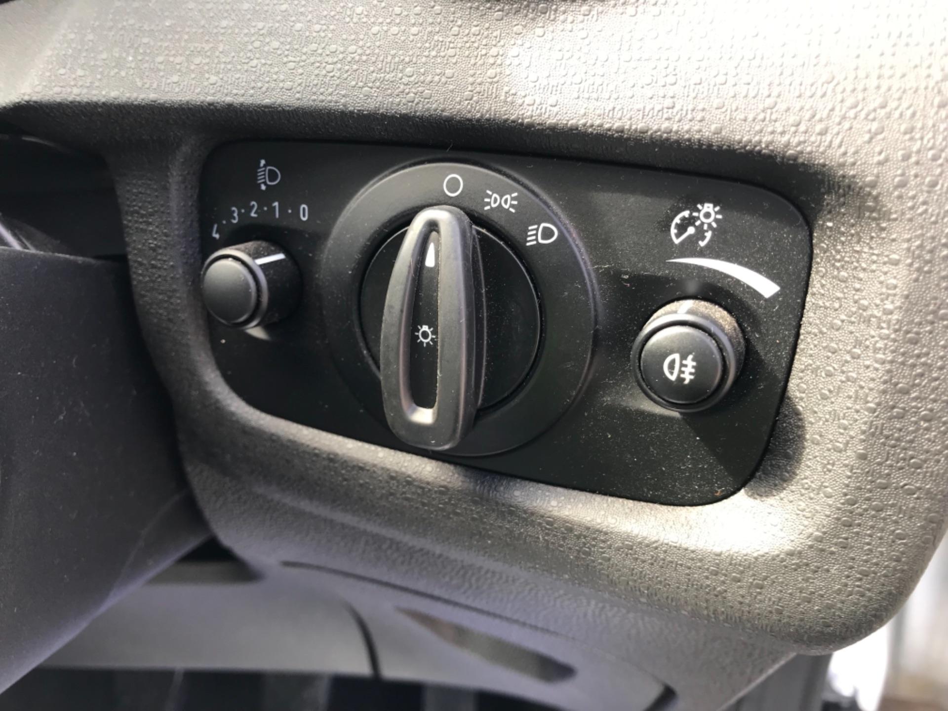 2016 Ford Fiesta  DIESEL 1.5 TDCI VAN EURO 6 (FD66KZX) Image 22