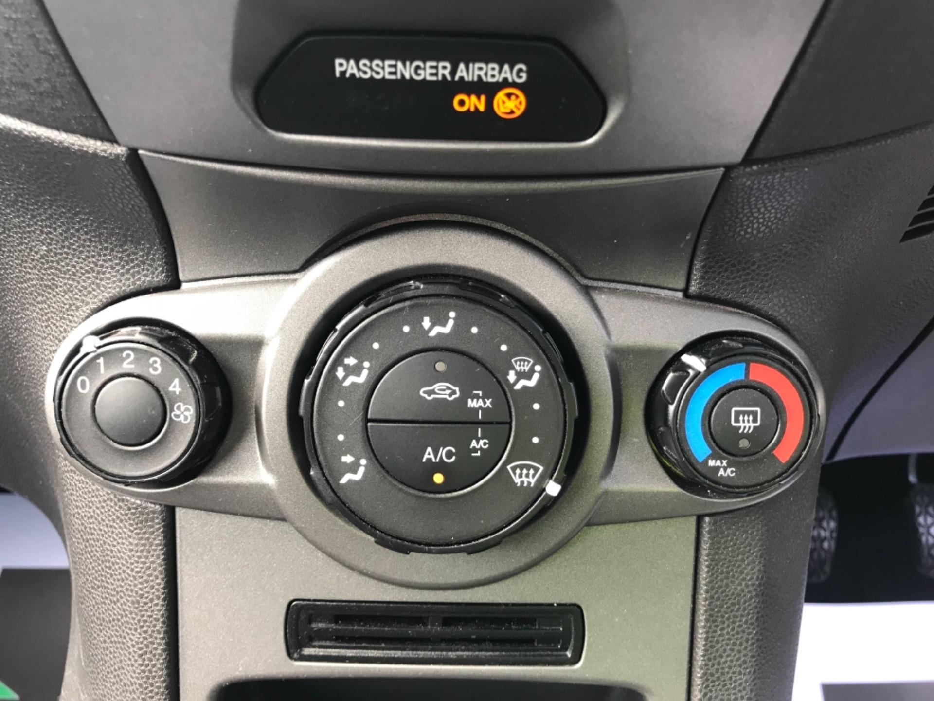 2016 Ford Fiesta  DIESEL 1.5 TDCI VAN EURO 6 (FD66KZX) Image 15