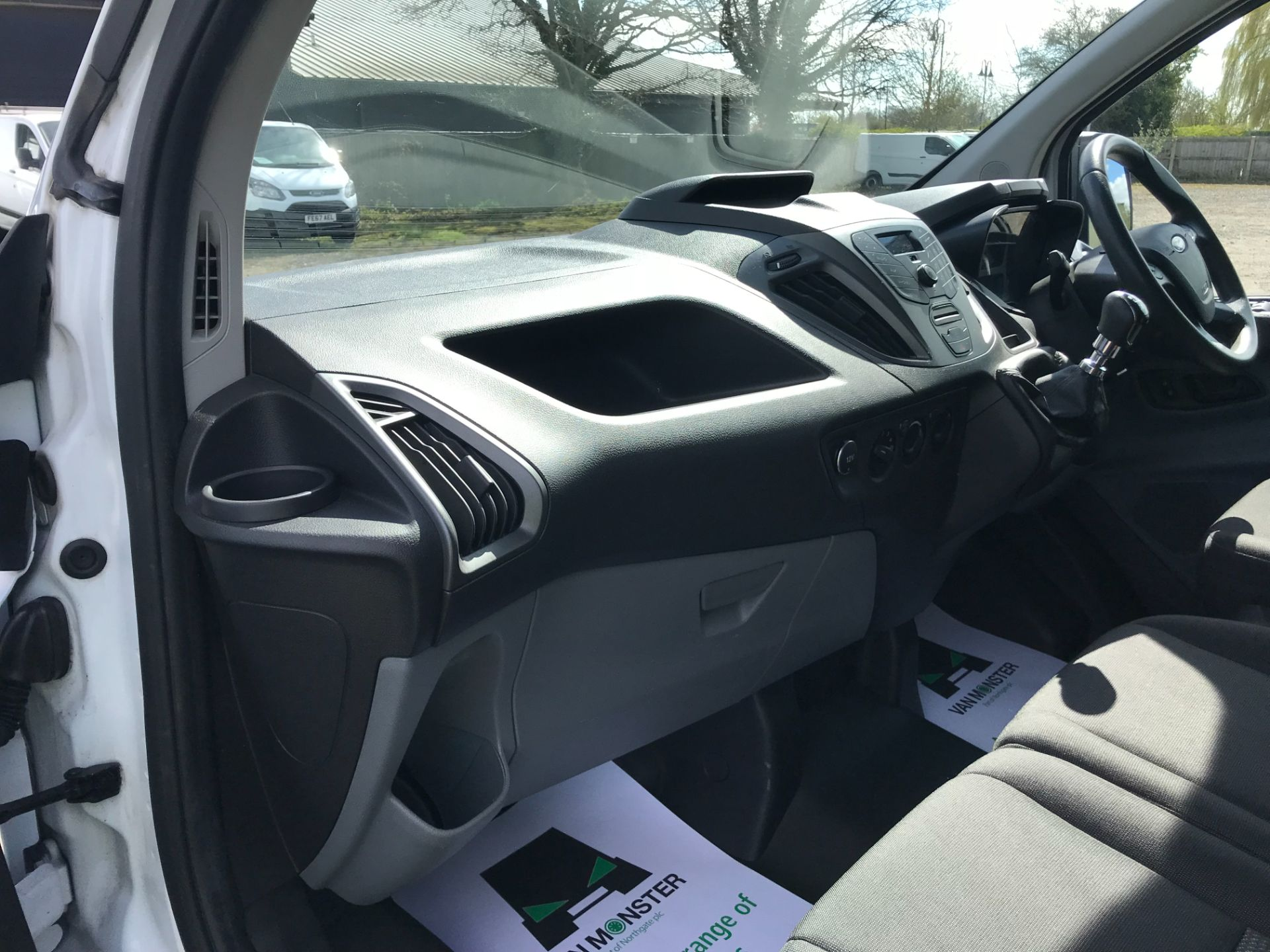 2016 Ford Transit Custom  290 L2 DIESEL FWD 2.0 TDCI 105PS LOW ROOF VAN EURO 6 (FD66LFY) Image 17