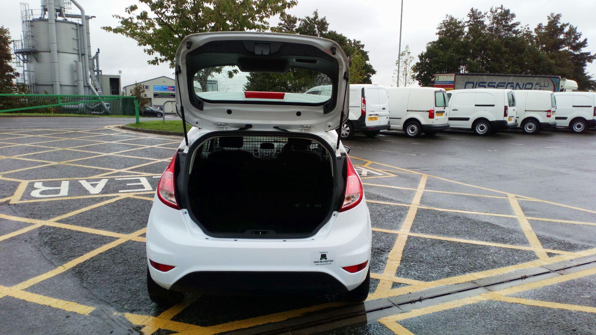 2016 Ford Fiesta 1.5 Tdci Van (FD66LSC) Image 9