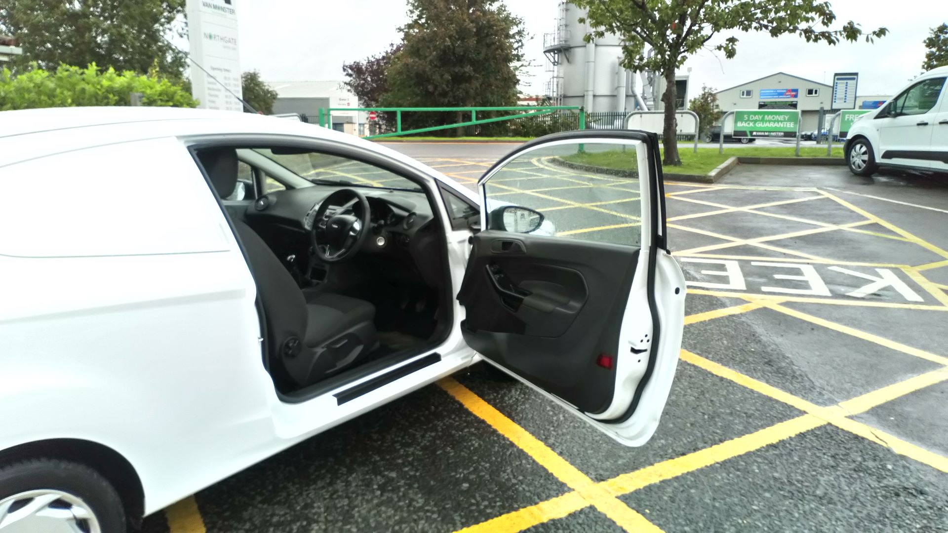 2016 Ford Fiesta 1.5 Tdci Van (FD66LSC) Image 12