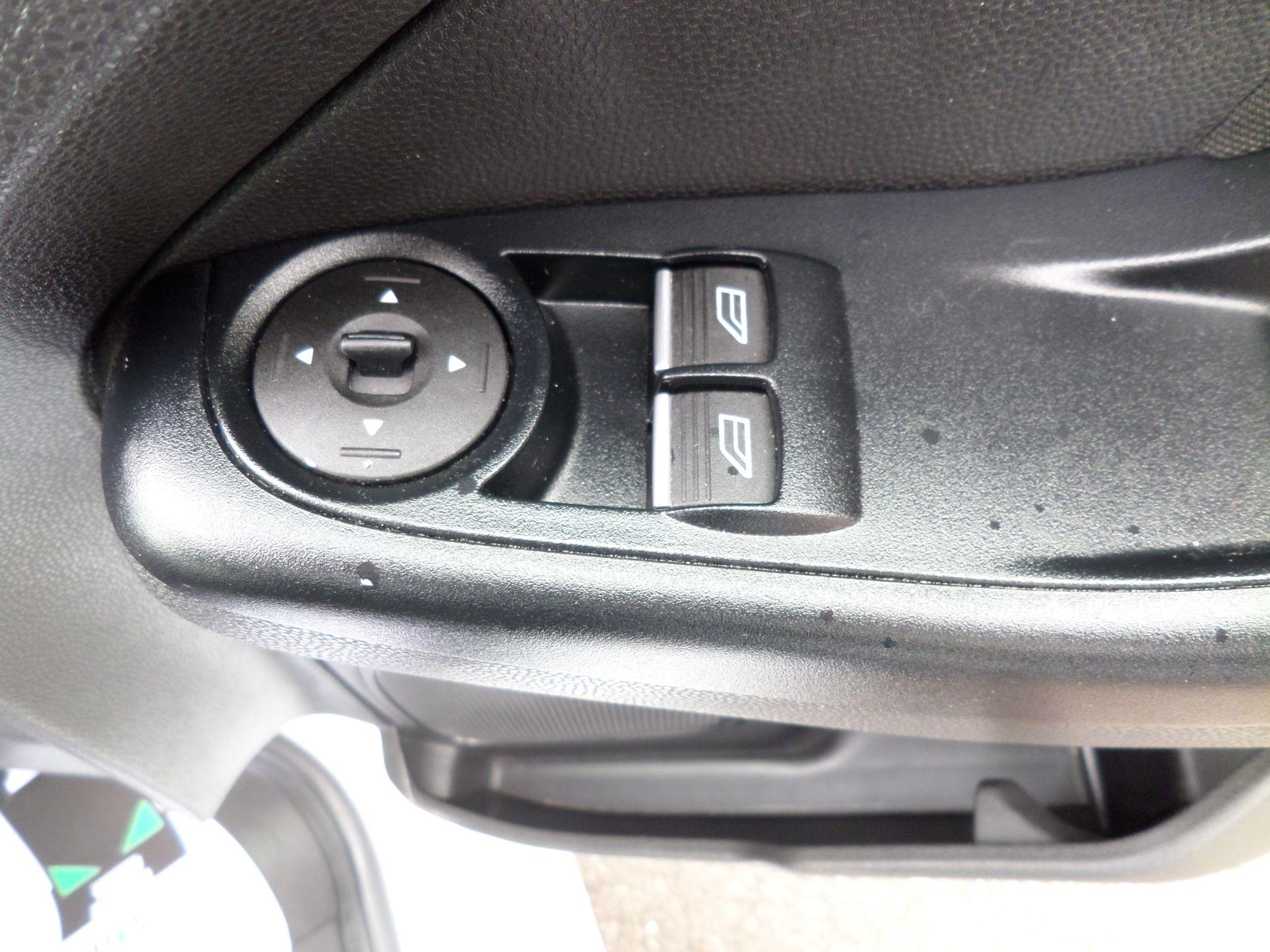 2016 Ford Fiesta 1.5 Tdci Van Euro 6 ( 80MPH LIMITED) (FD66LYW) Image 17