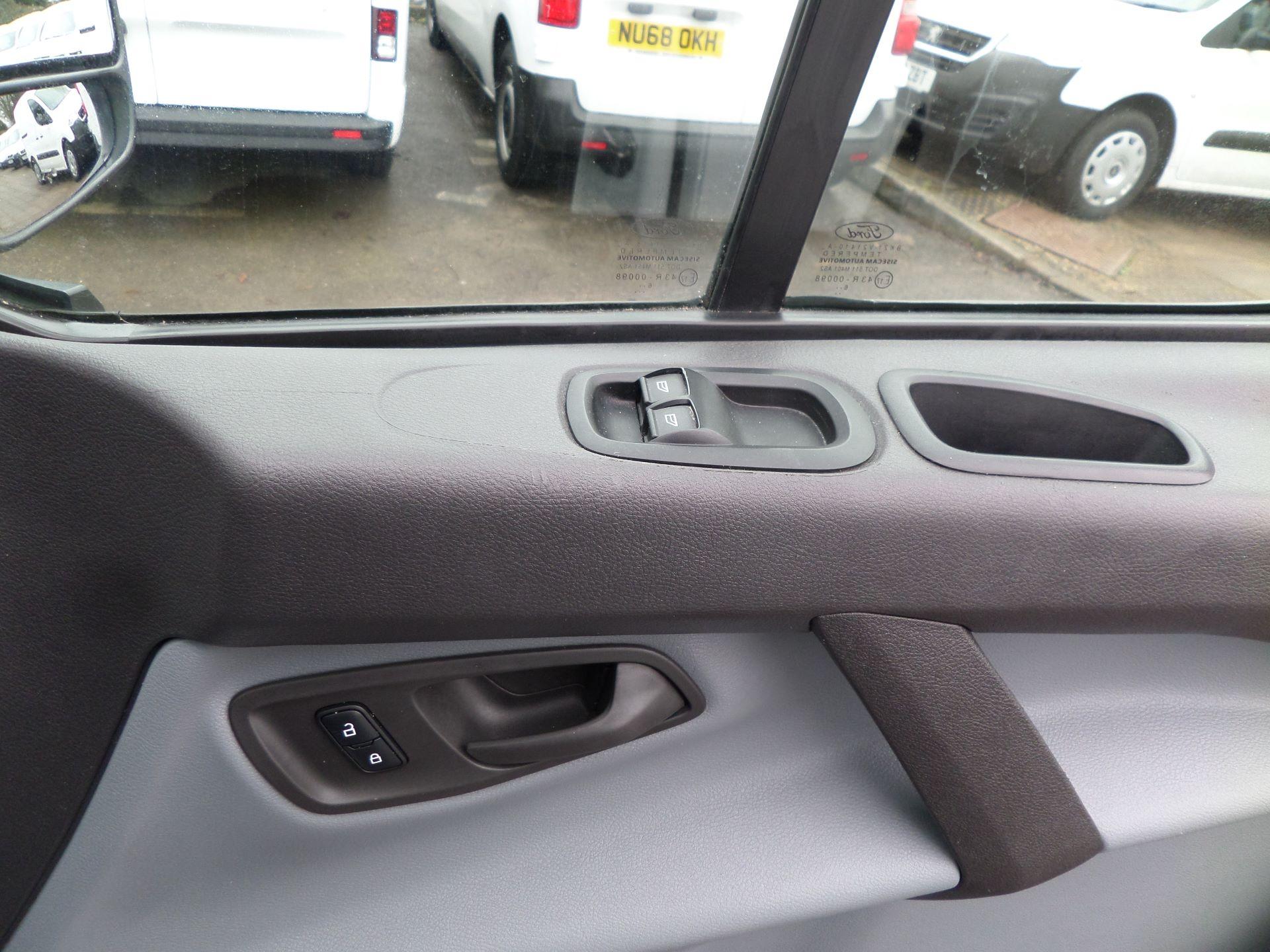 2016 Ford Transit Custom 2.0 Tdci 105Ps Low Roof Van Euro 6 (FD66MFY) Image 17