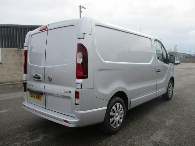 2017 Vauxhall Vivaro 2700 1.6 CDTI 120 PS SPORTIVE VAN (FD67RKV) Image 11