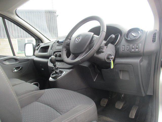 2017 Vauxhall Vivaro 2700 1.6 CDTI 120 PS SPORTIVE VAN (FD67RKV) Image 14