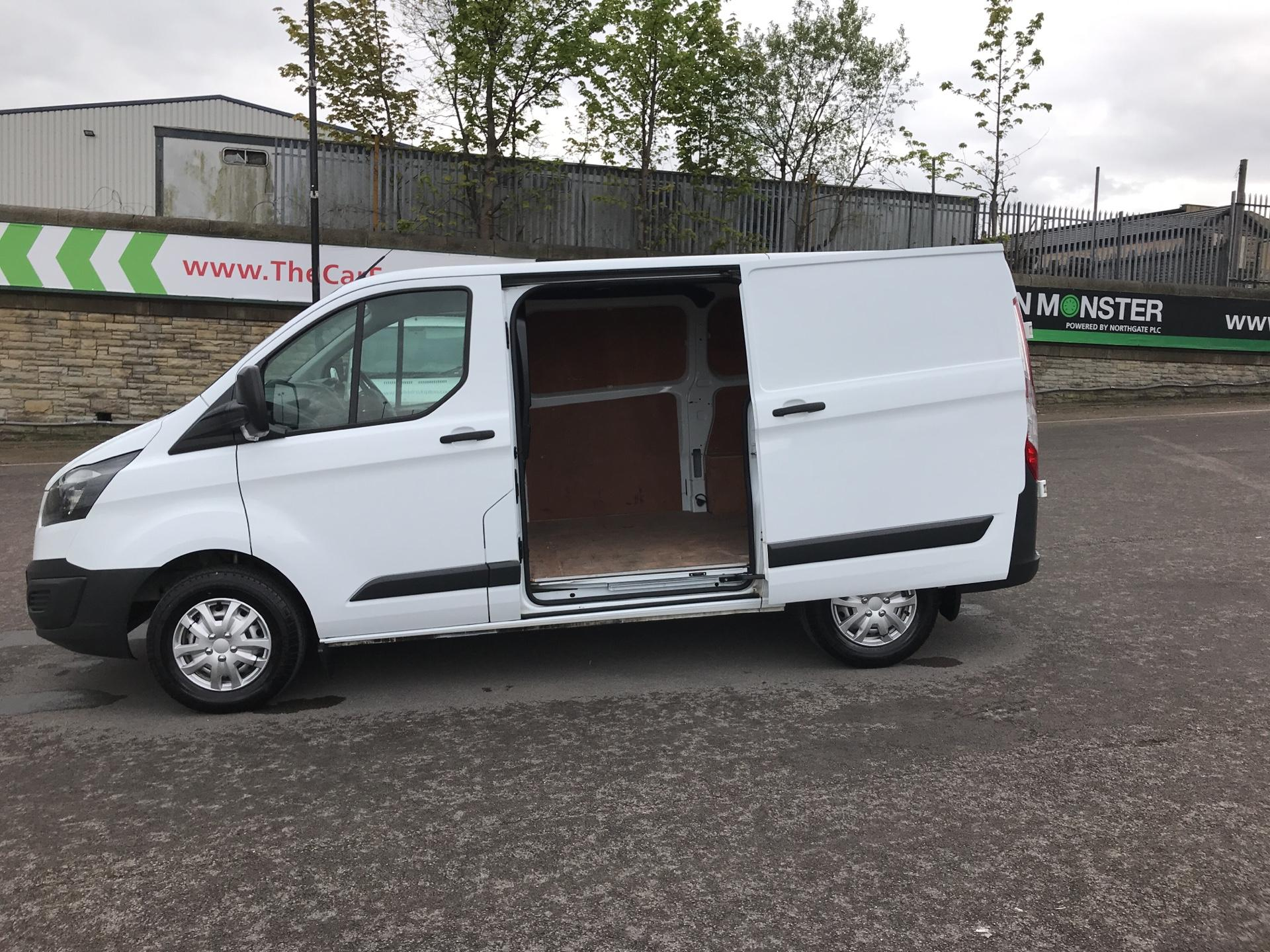 2015 Ford Transit Custom 2.2 Tdci 100Ps Low Roof Van (FE15UCG) Image 17