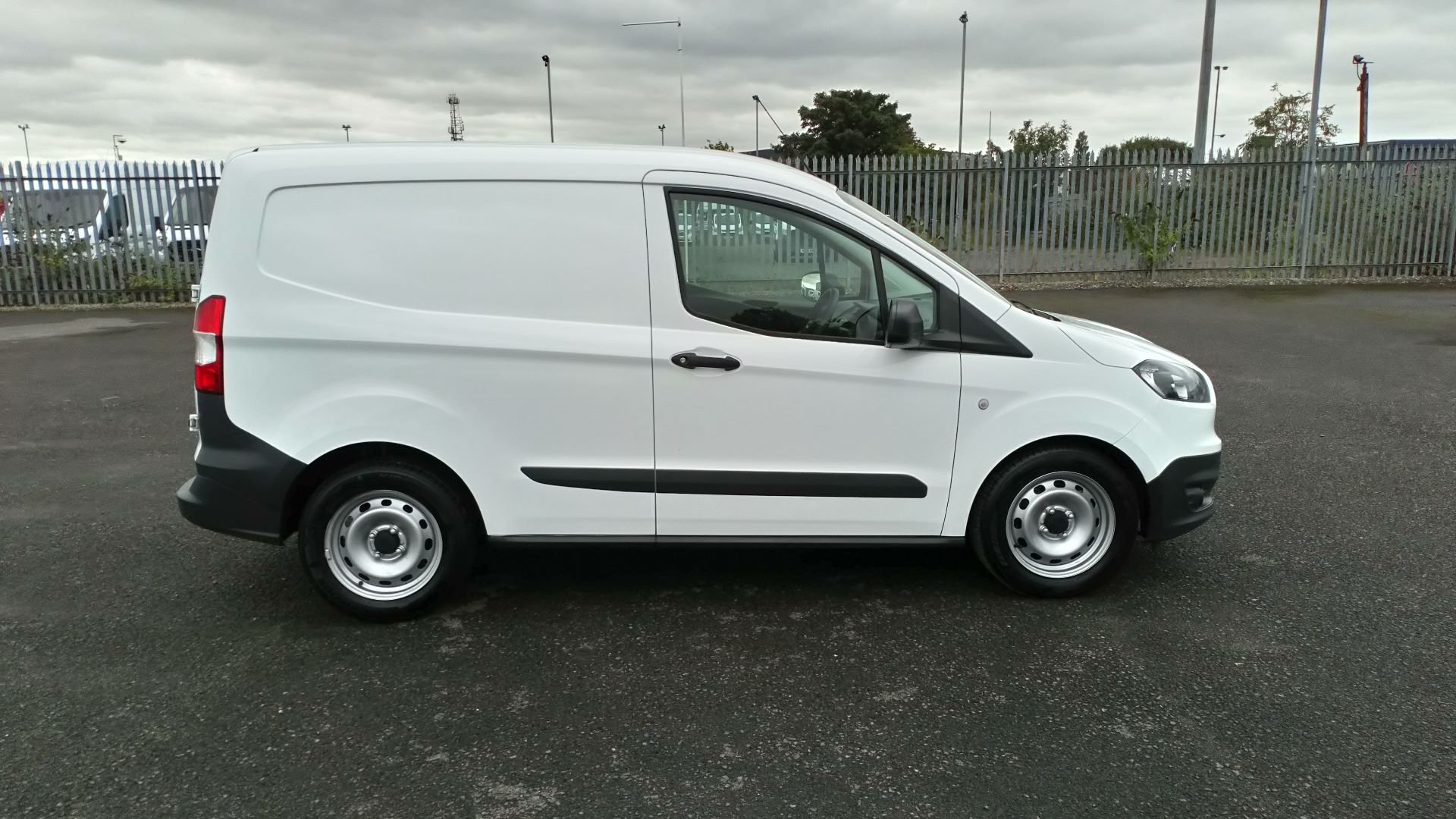 2017 Ford Transit Courier 1.5 Tdci Van (FE17ARF) Image 8