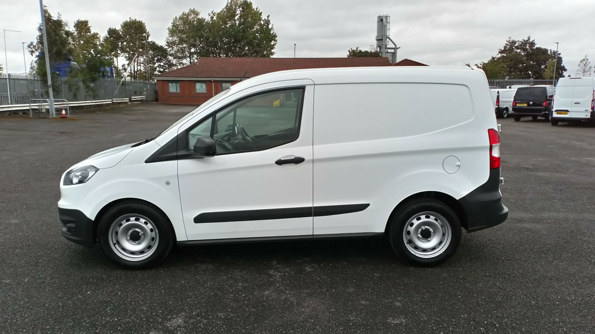2017 Ford Transit Courier 1.5 Tdci Van (FE17ARF) Image 4