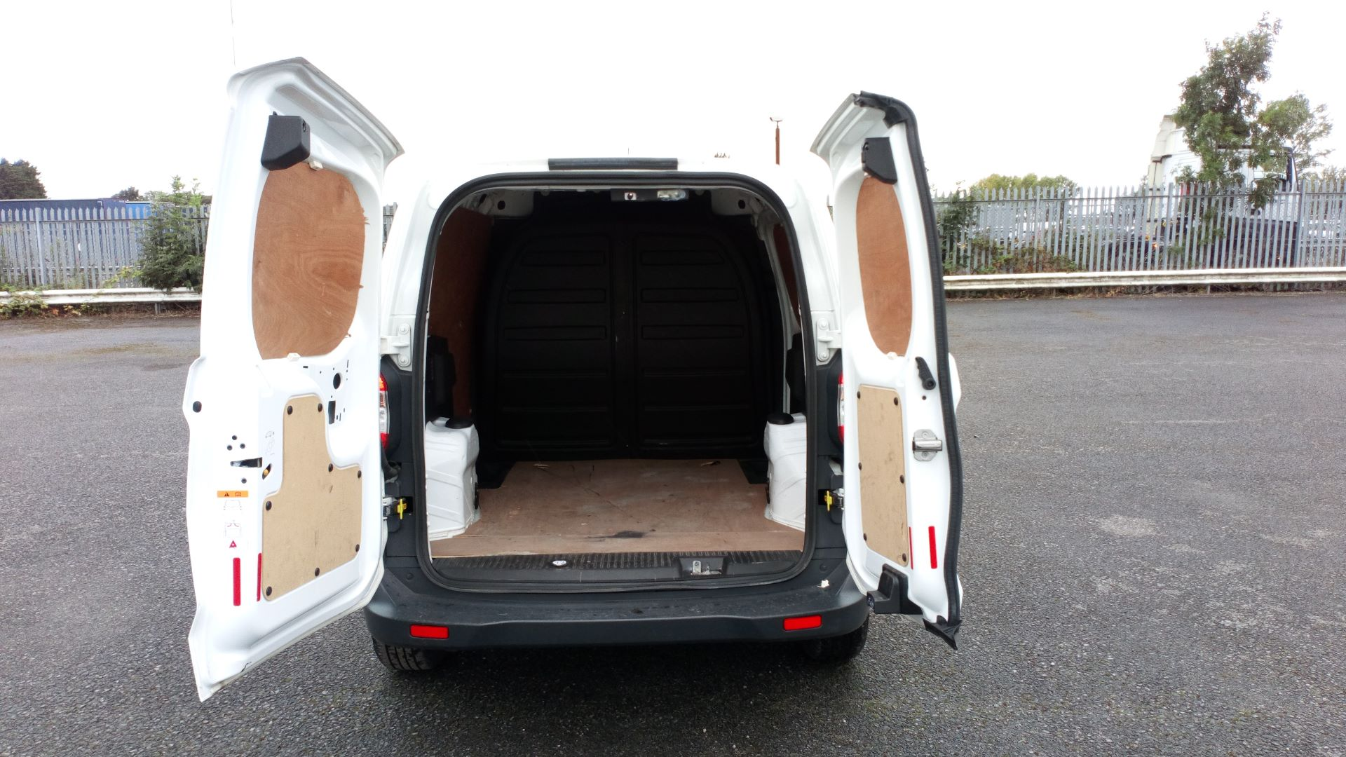 2017 Ford Transit Courier 1.5 Tdci Van (FE17ARF) Image 9
