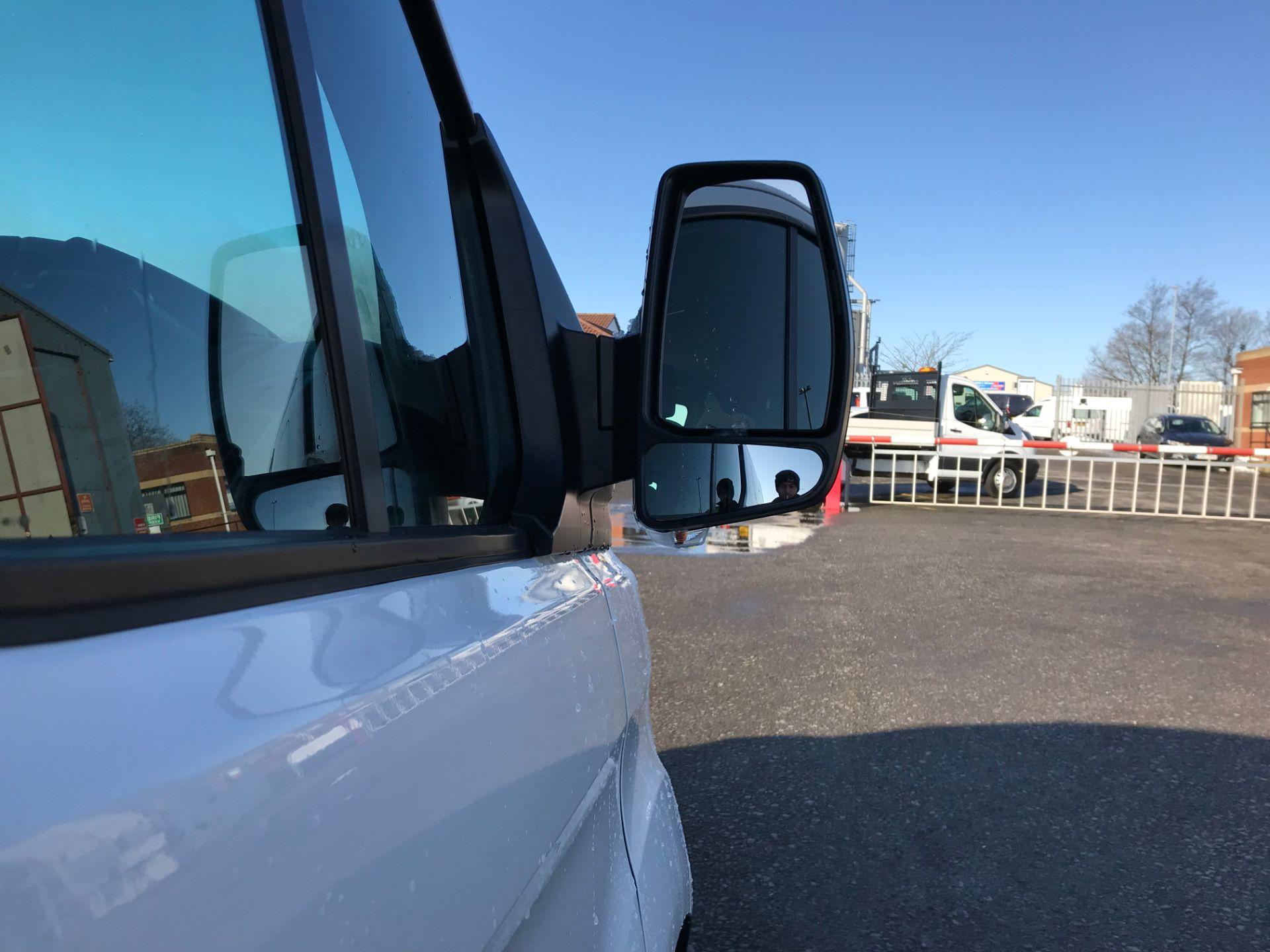 2017 Ford Transit Custom 2.0 Tdci 105Ps Low Roof D/Cab Van (FE17ULJ) Image 10