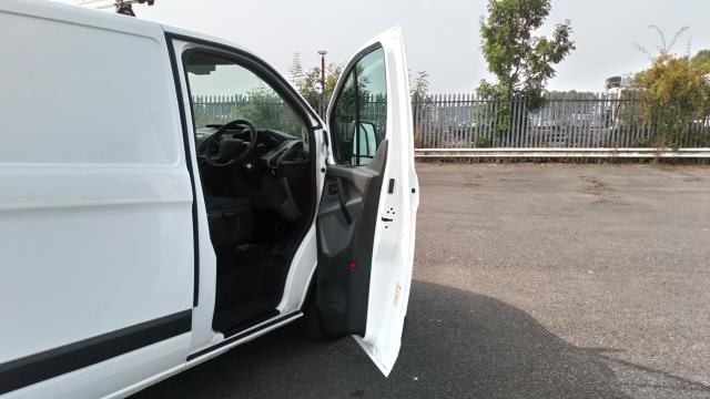 2017 Ford Transit Custom 2.0 Tdci 105Ps Low Roof Van (FE17UMT) Image 28