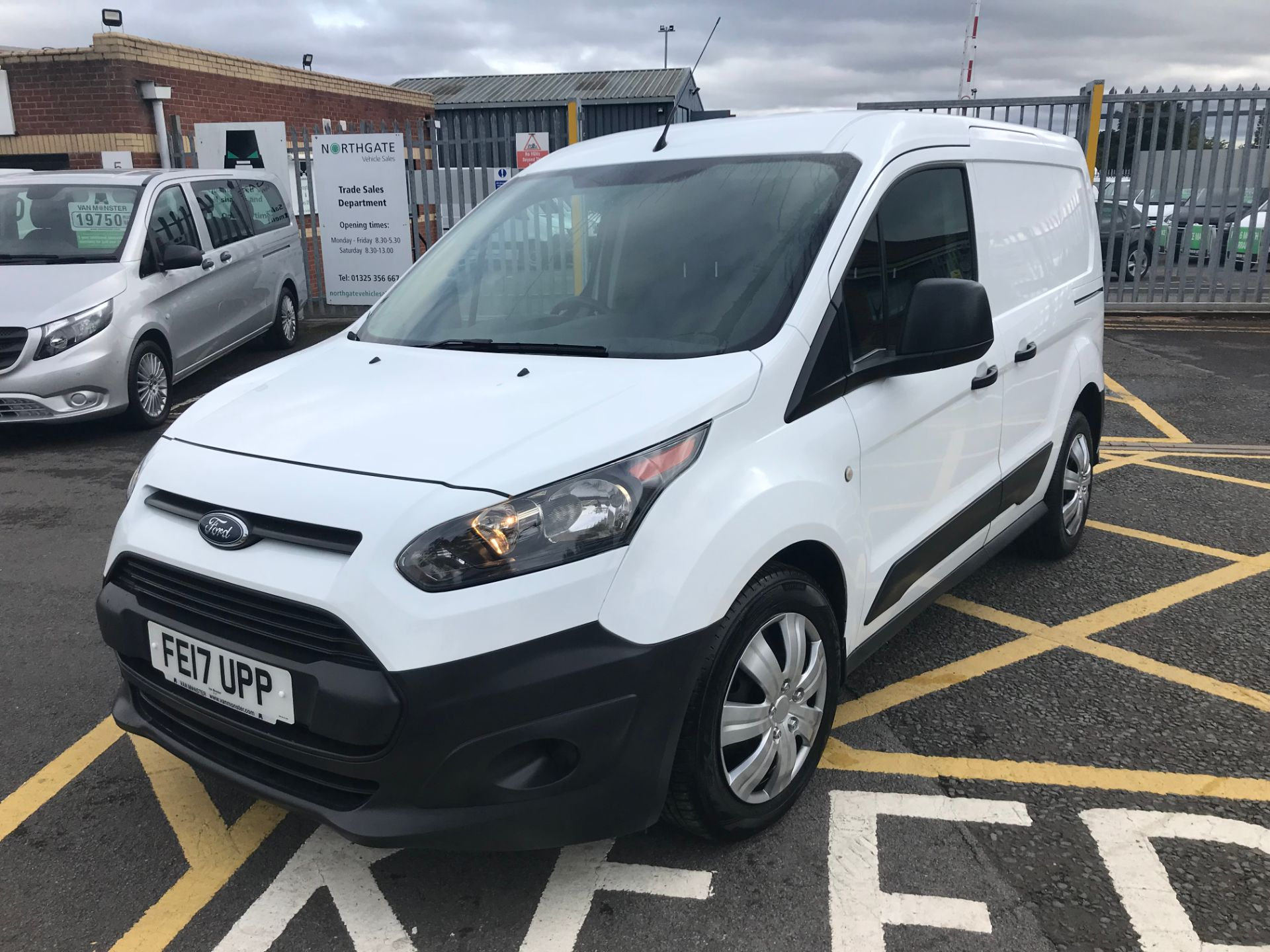 2017 Ford Transit Connect 1.5 Tdci 75Ps Van (FE17UPP) Image 3