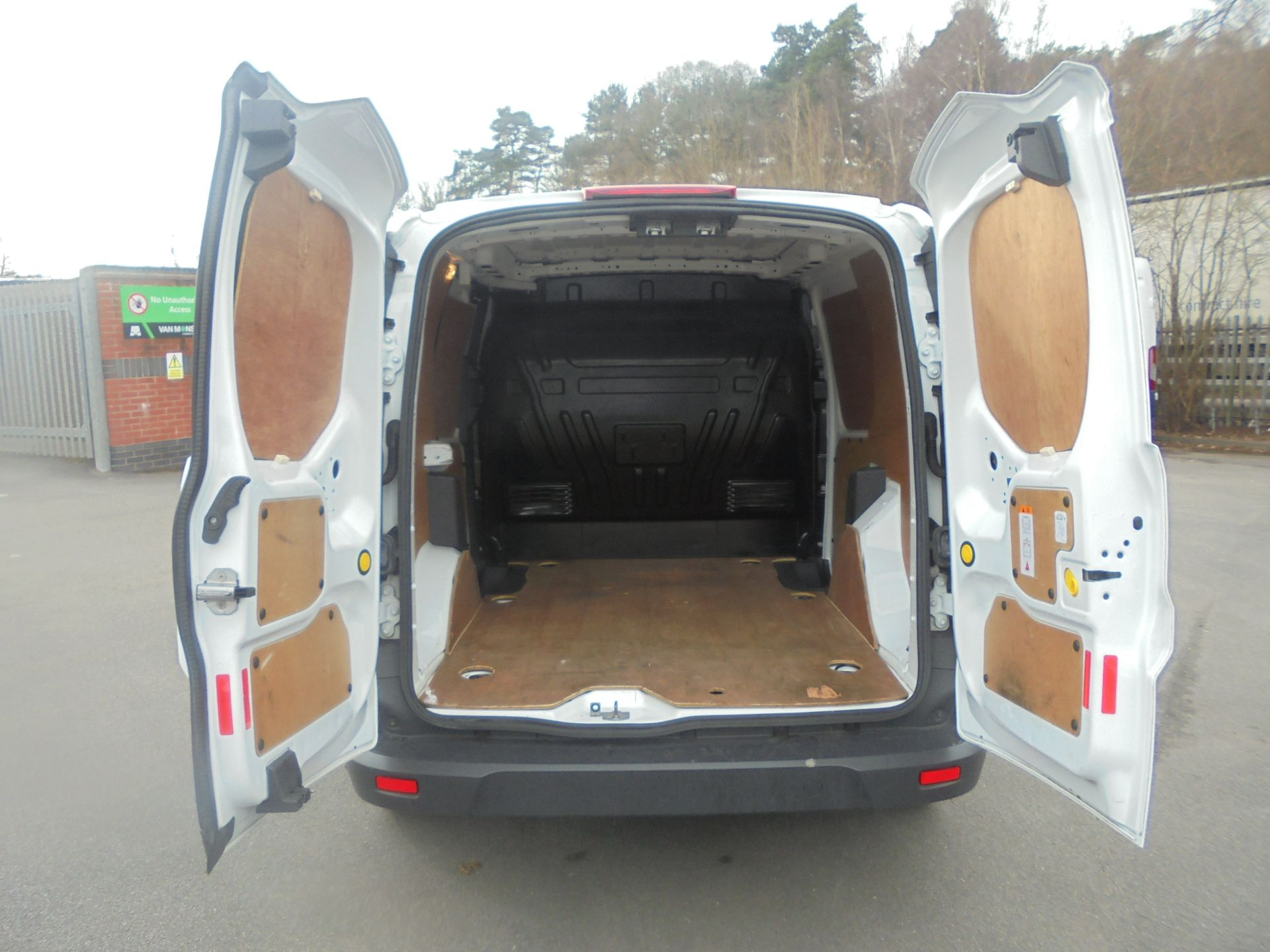 2017 Ford Transit Connect 1.5 Tdci 75Ps Van (FE17UWD) Image 9