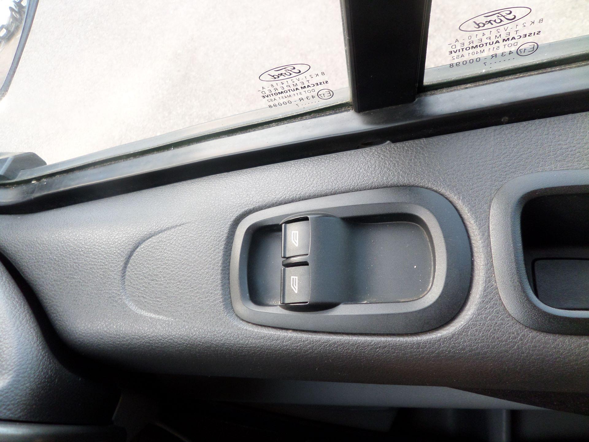 2017 Ford Transit Custom 2.0 Tdci 105Ps Low Roof Van Euro 6 (FE17UWN) Image 15