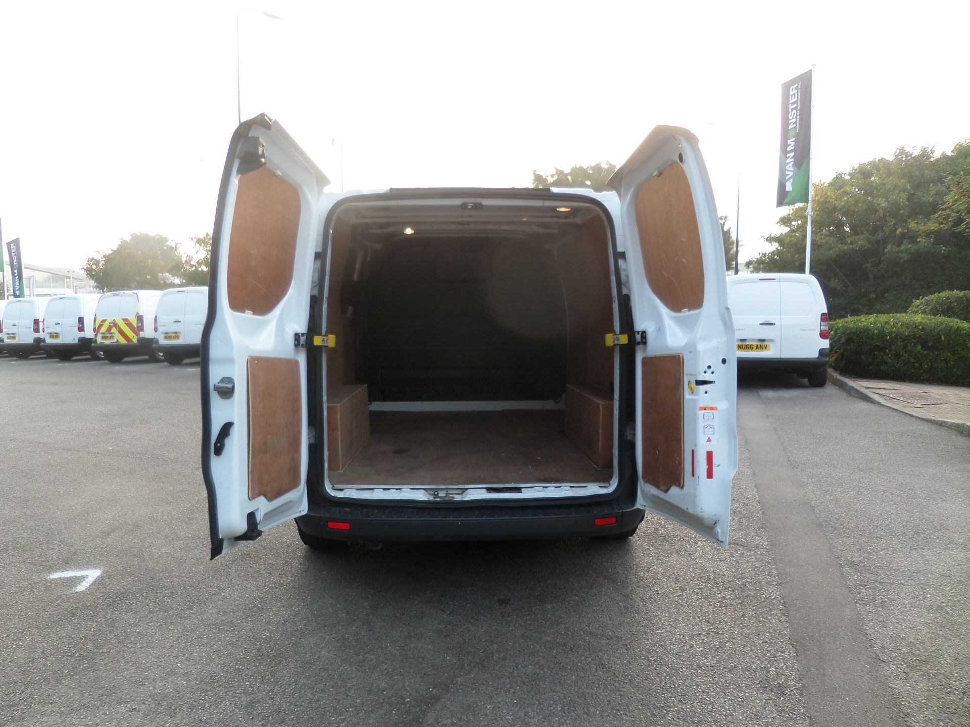 2017 Ford Transit Custom 2.0 Tdci 105Ps Low Roof Van Euro 6 (FE17UWN) Image 4