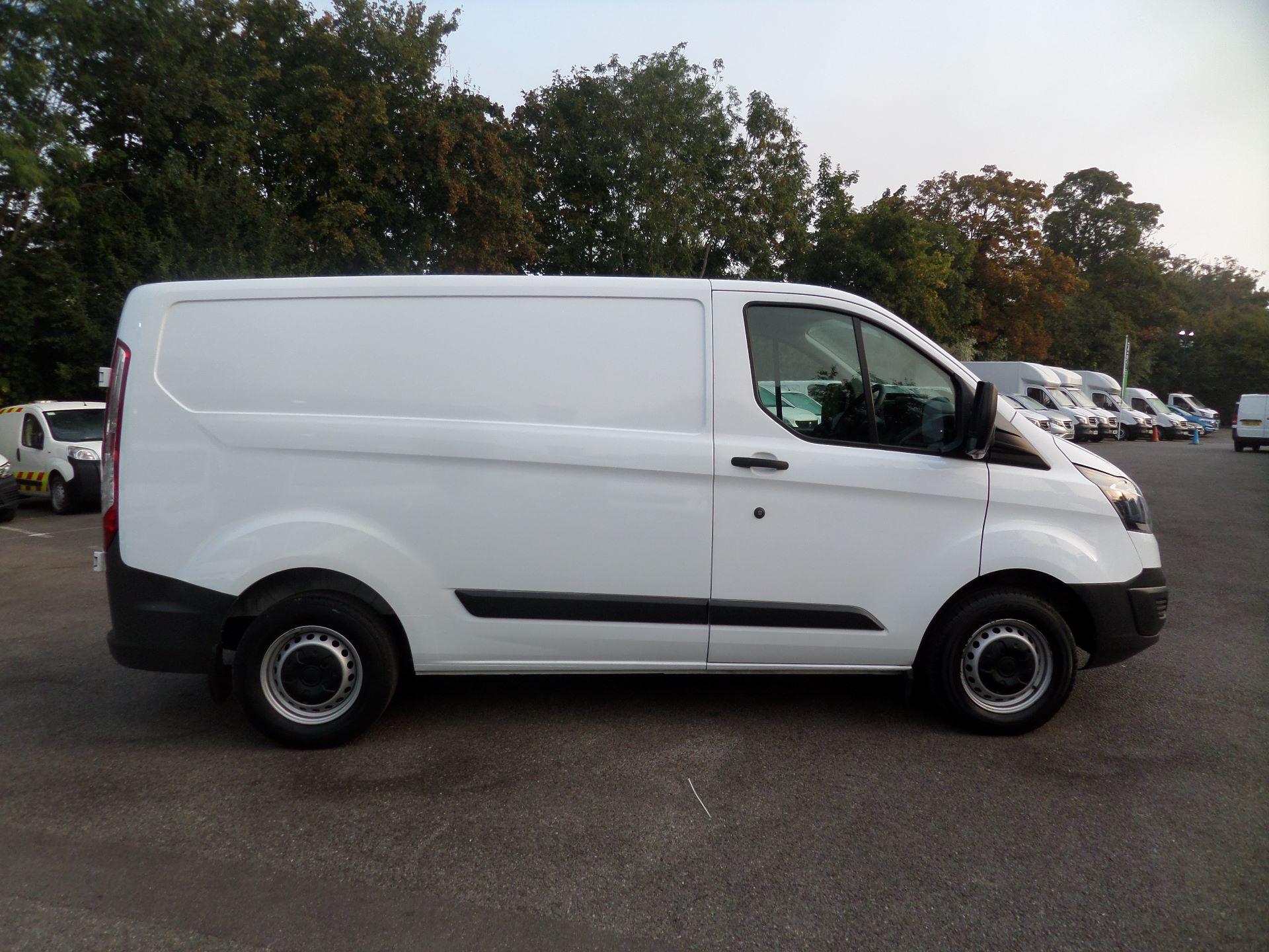 2017 Ford Transit Custom 2.0 Tdci 105Ps Low Roof Van Euro 6 (FE17UWN) Image 2