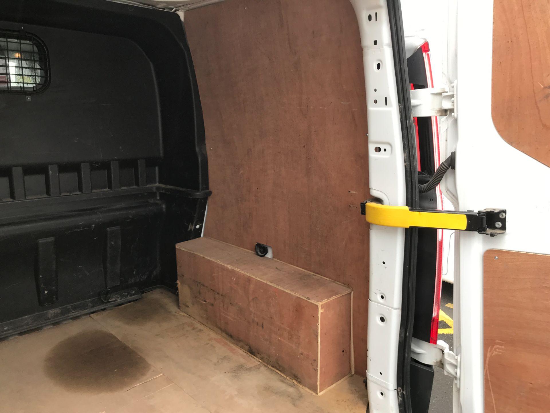 2017 Ford Transit Custom 290 L1 2.0TDCI 105PS LOW ROOF EURO 6 DOUBLE CAB (FE17VJX) Image 10