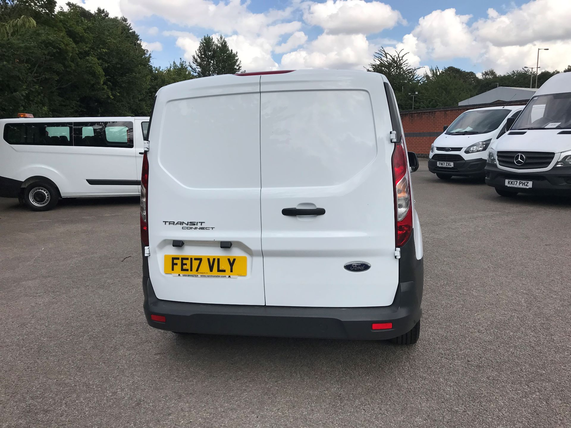 2017 Ford Transit Connect 1.5 Tdci 75Ps Van (FE17VLY) Image 9