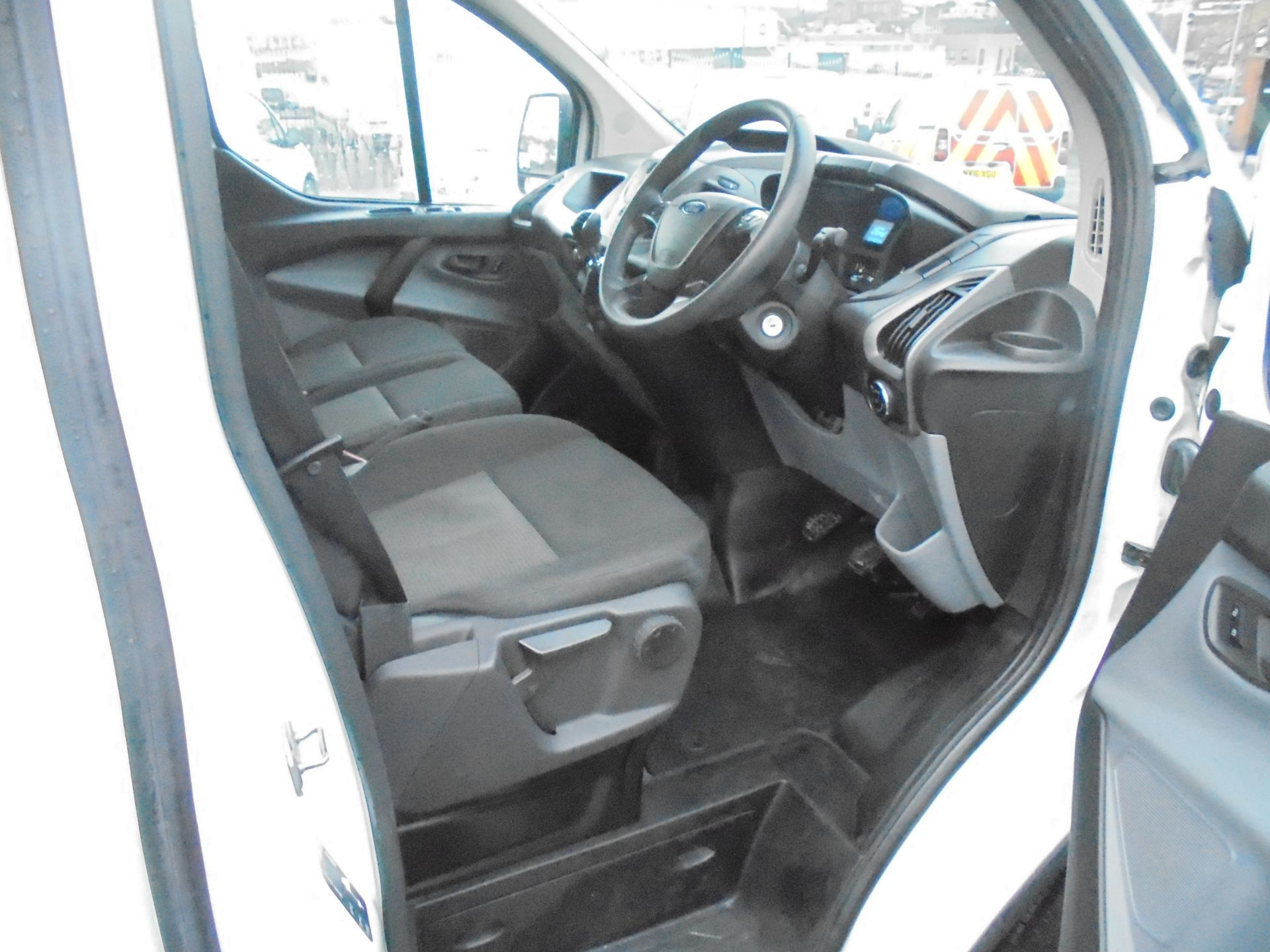 2018 Ford Transit Custom 290 2.0 Tdci 105Ps L1 H1 Low Roof Van (FE18JFY) Image 9