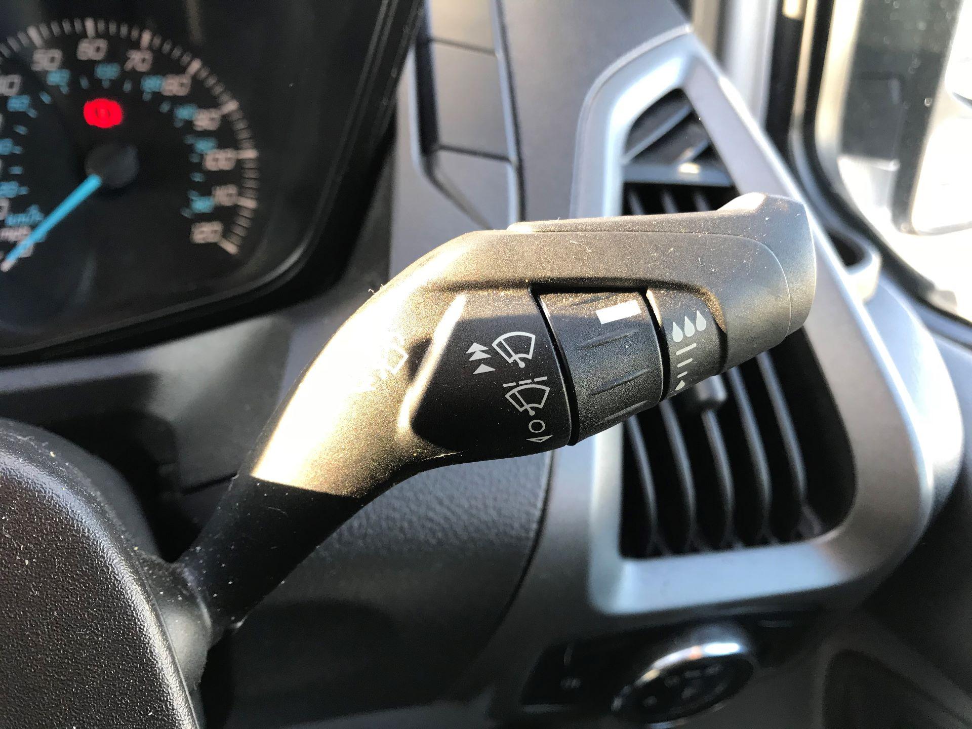2018 Ford Transit Custom  290 L2 FWD 2.0 TDCI 105PS L/R EURO 6 (FE18VSC) Image 26