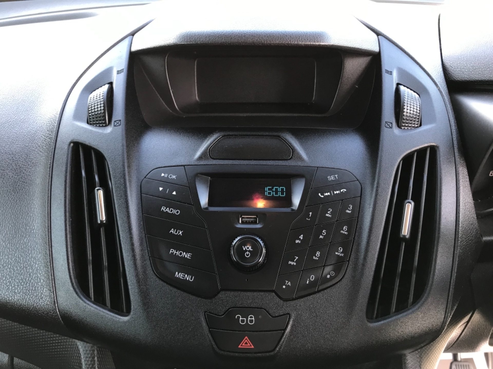 2018 Ford Transit Connect 1.5 Tdci 75Ps Van (FE18VVD) Image 22